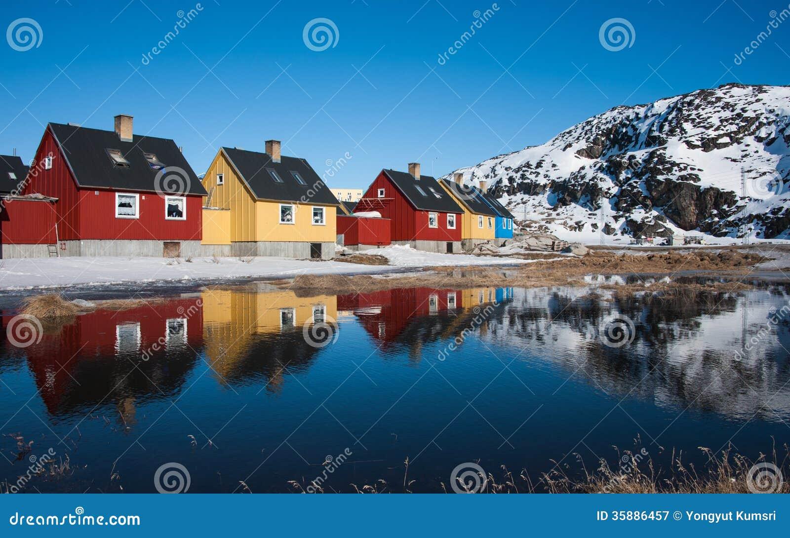 Красочные дома в Гренландии