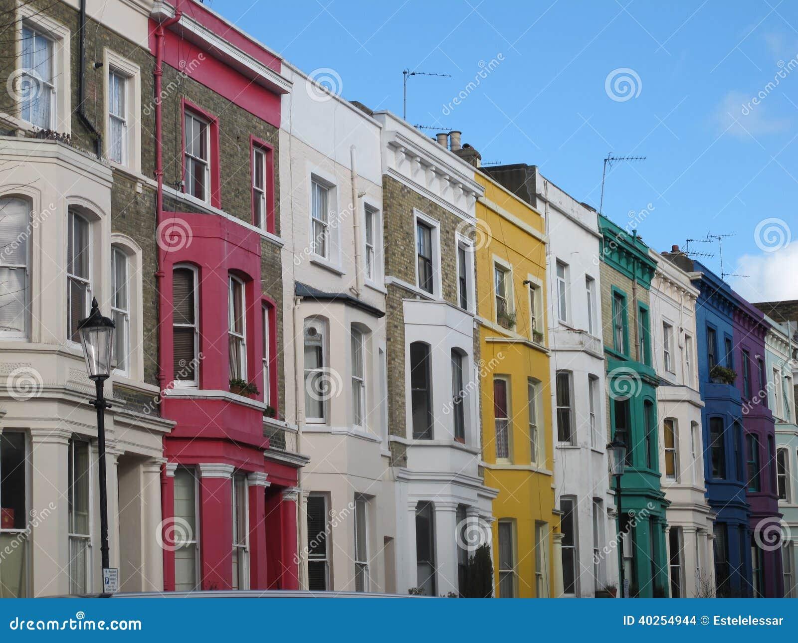 Красочные дома около улицы Portobello, Лондона, Англии