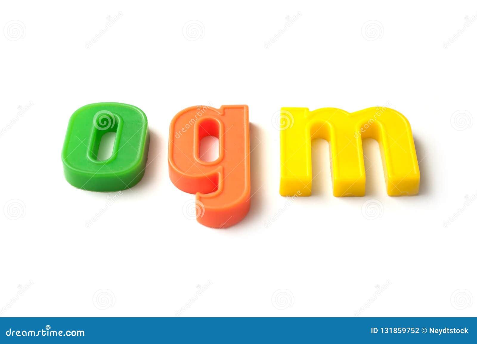 красочные пластиковые письма на белой предпосылке - ogm