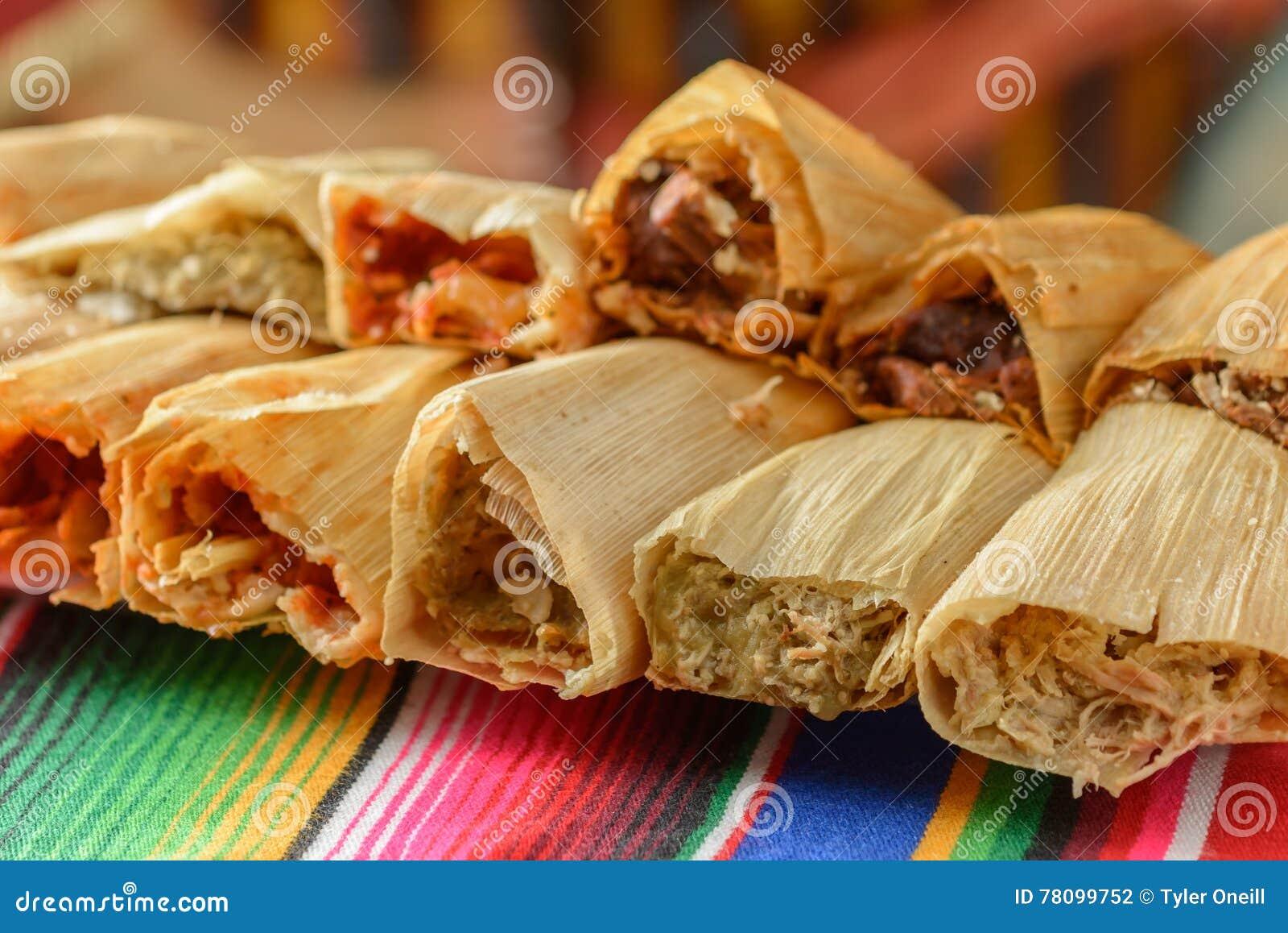 Красочные традиционные мексиканские блюда еды