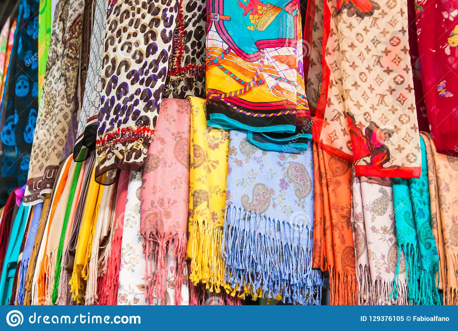 Красочные турецкие шарфы