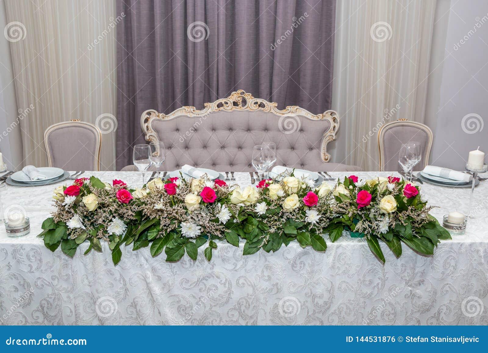 Красочные цветки таблицы свадьбы