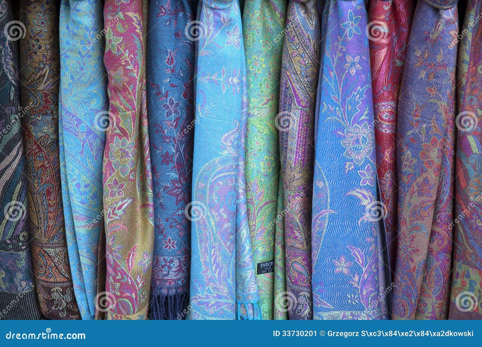 Красочные шарфы