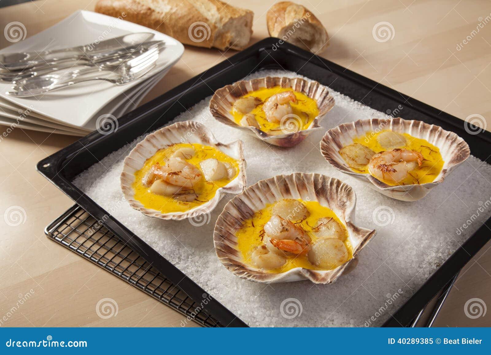 Креветки и Scallops в соусе шафрана