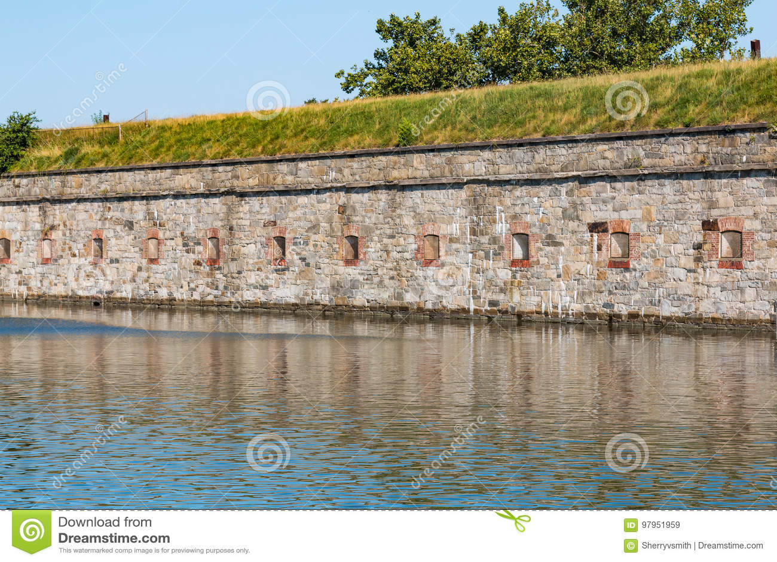 Крепостные стены на Fort Monroe в Hampton, Вирджинии