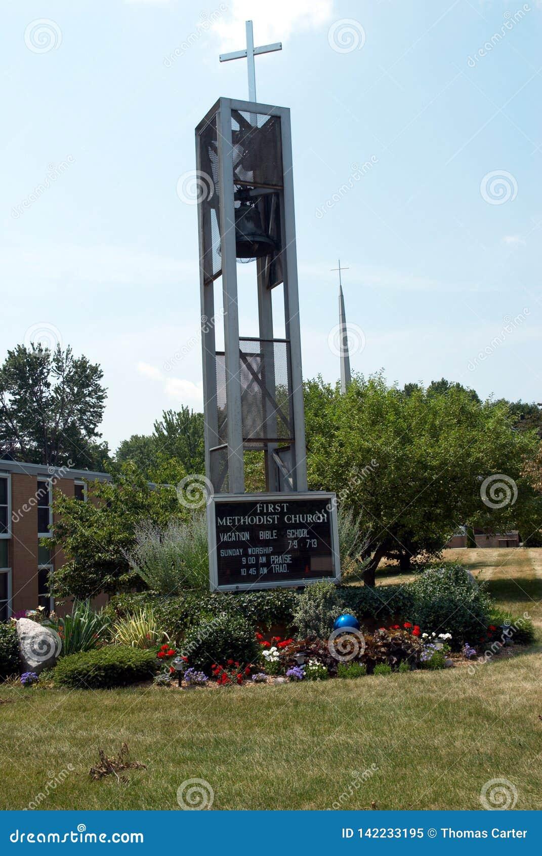 Крест и знак для церков в Belleville, Мичигане