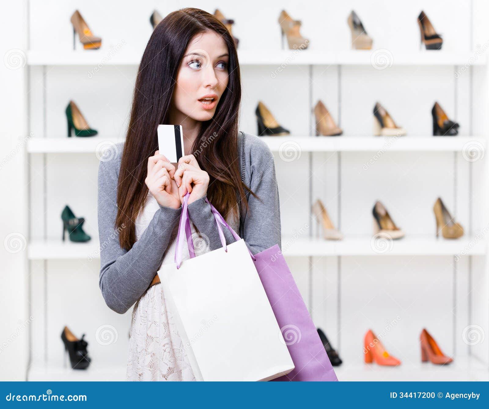девушка в магазине и я