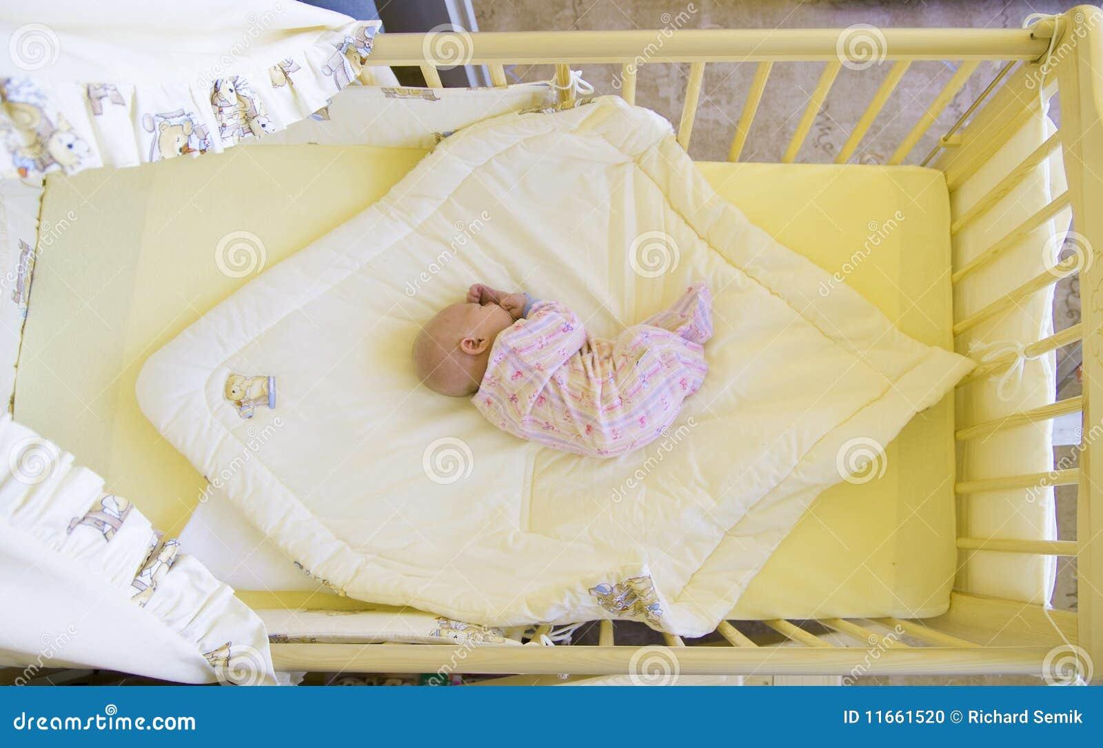 кроватка младенца