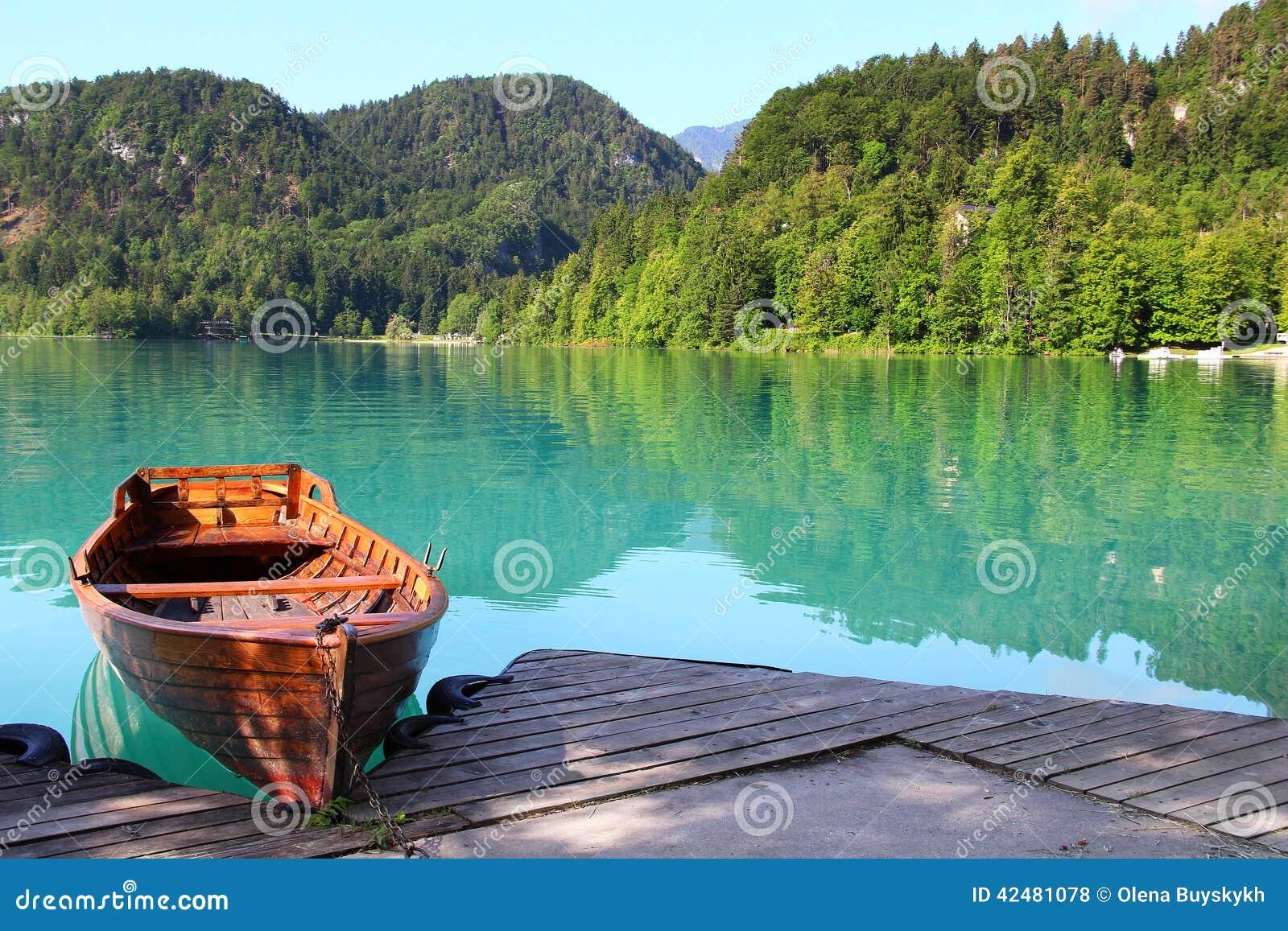 кровоточенное озеро Словения