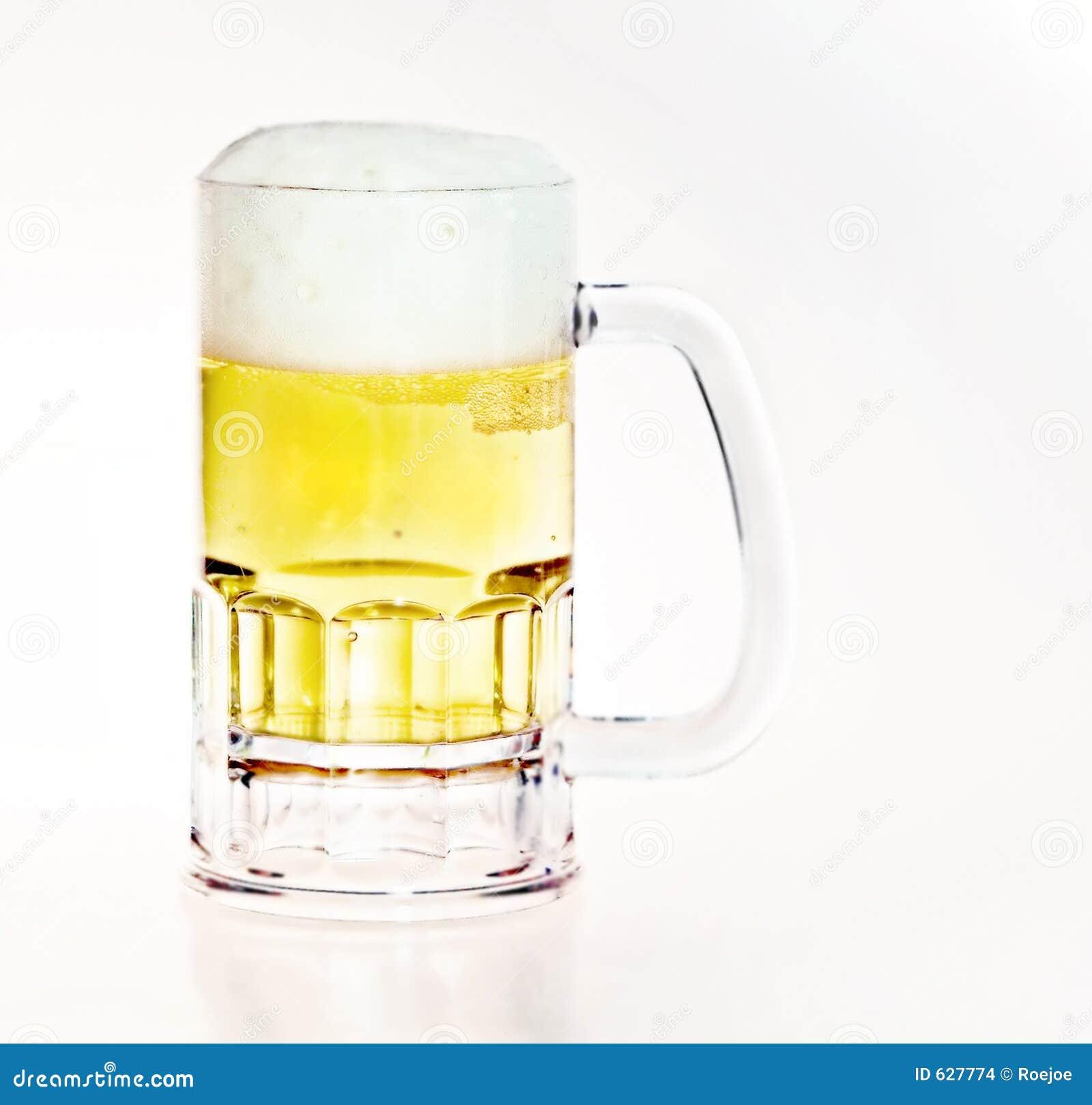 Download кружка пива стоковое фото. изображение насчитывающей напитка - 627774