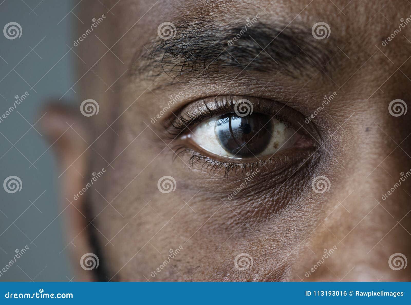 Крупный план глаза выражения лица чернокожего человека