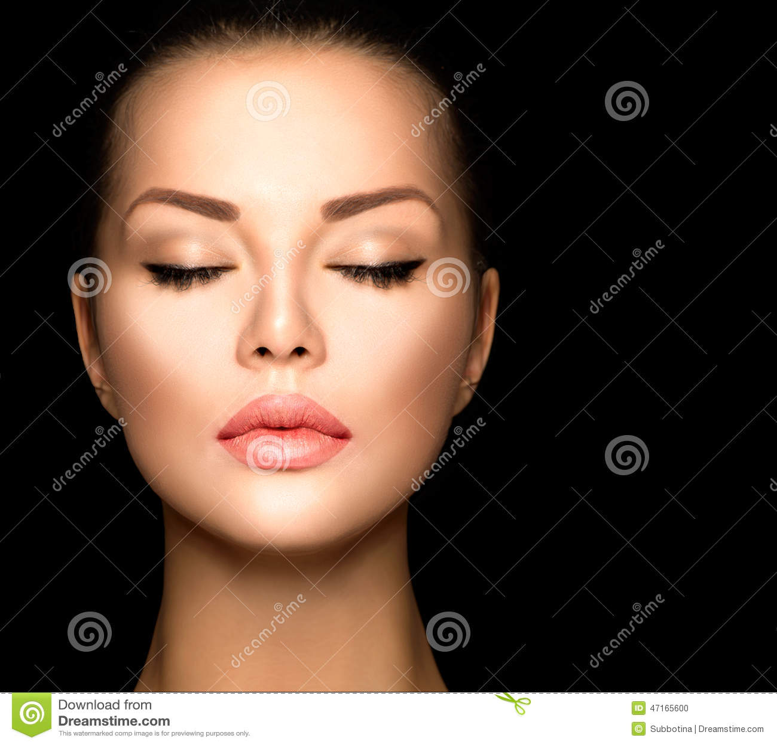 Перманентный макияж на черные брови
