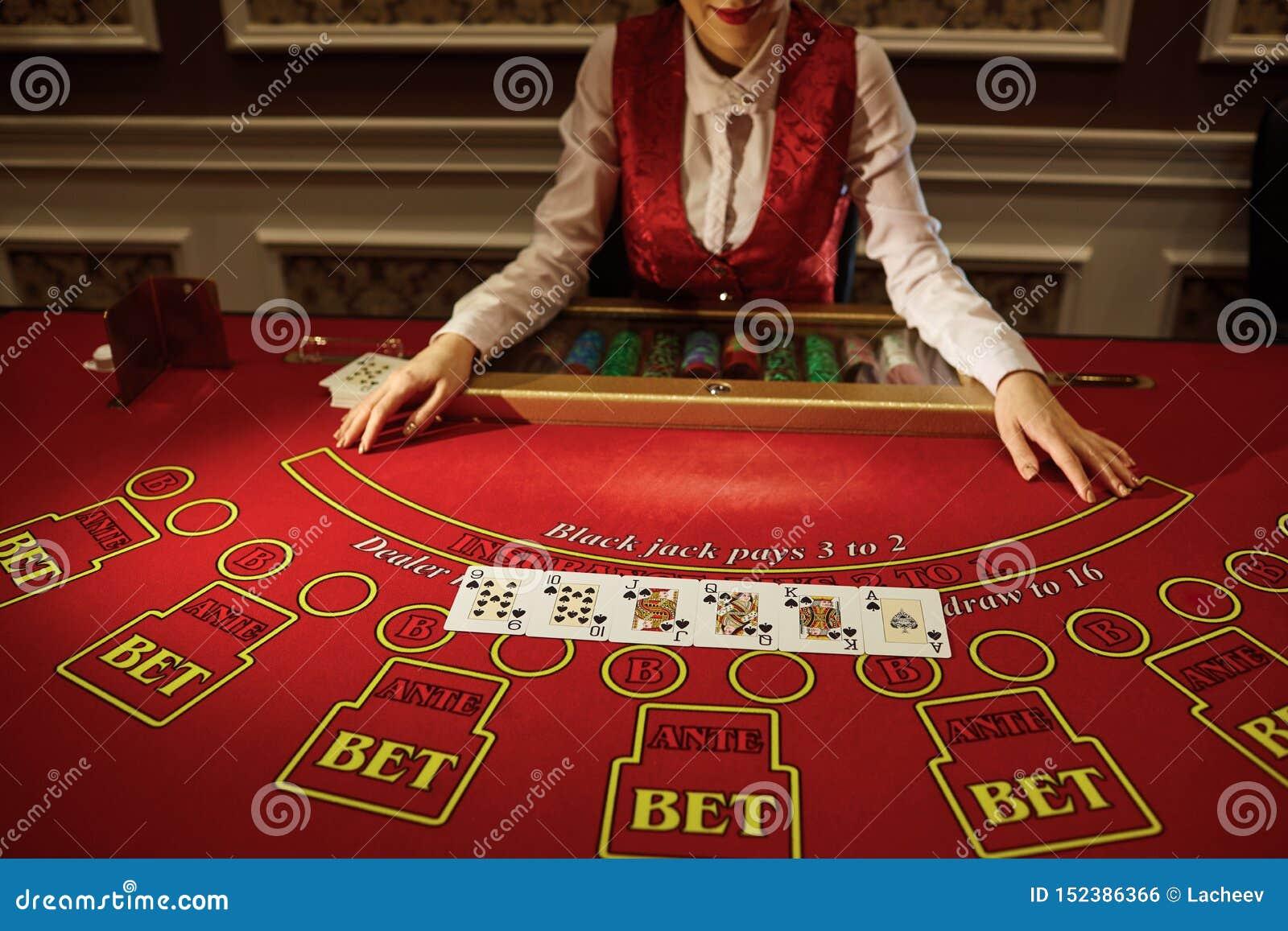 Что делает крупье в казино играть игровые автоматы онлайн бесплатно обезьянки