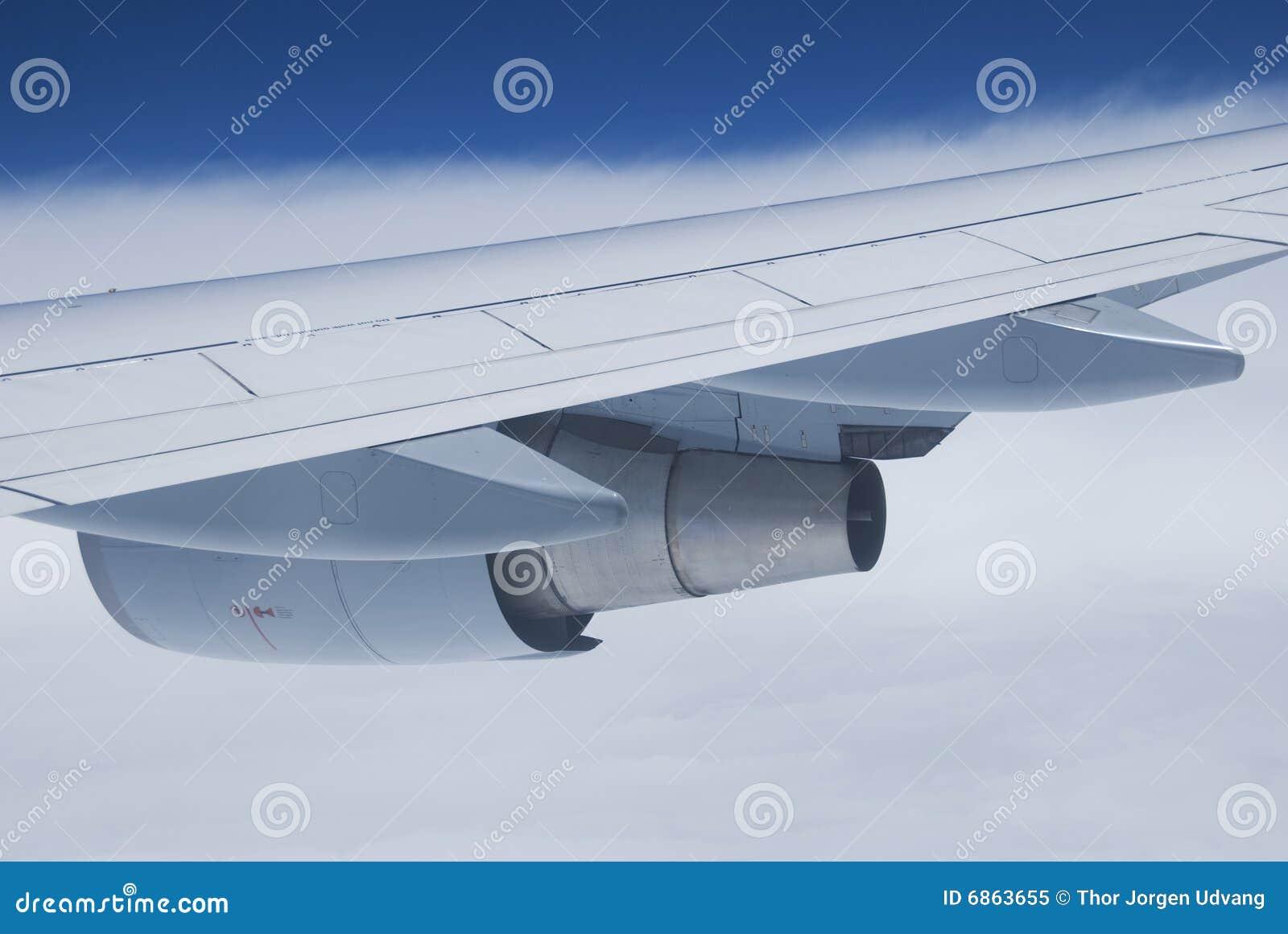 крыло самолетного двигателя