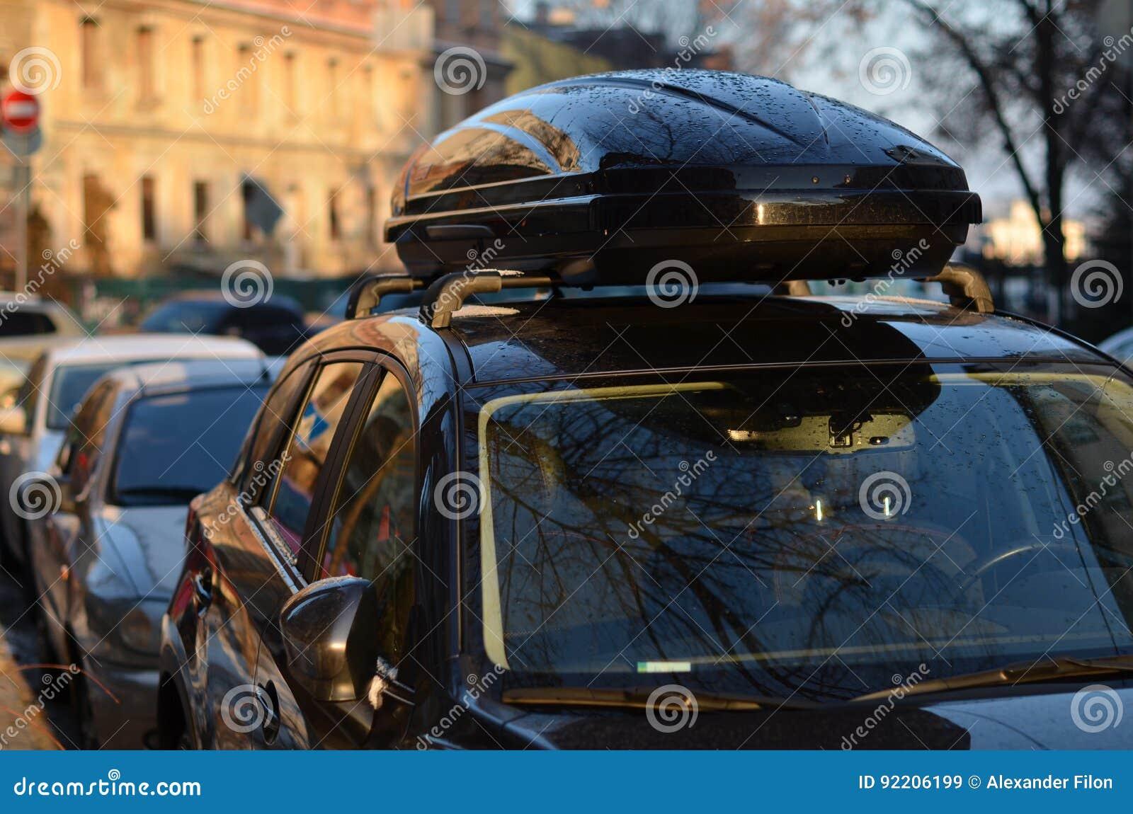 Крыша багажника автомобиля