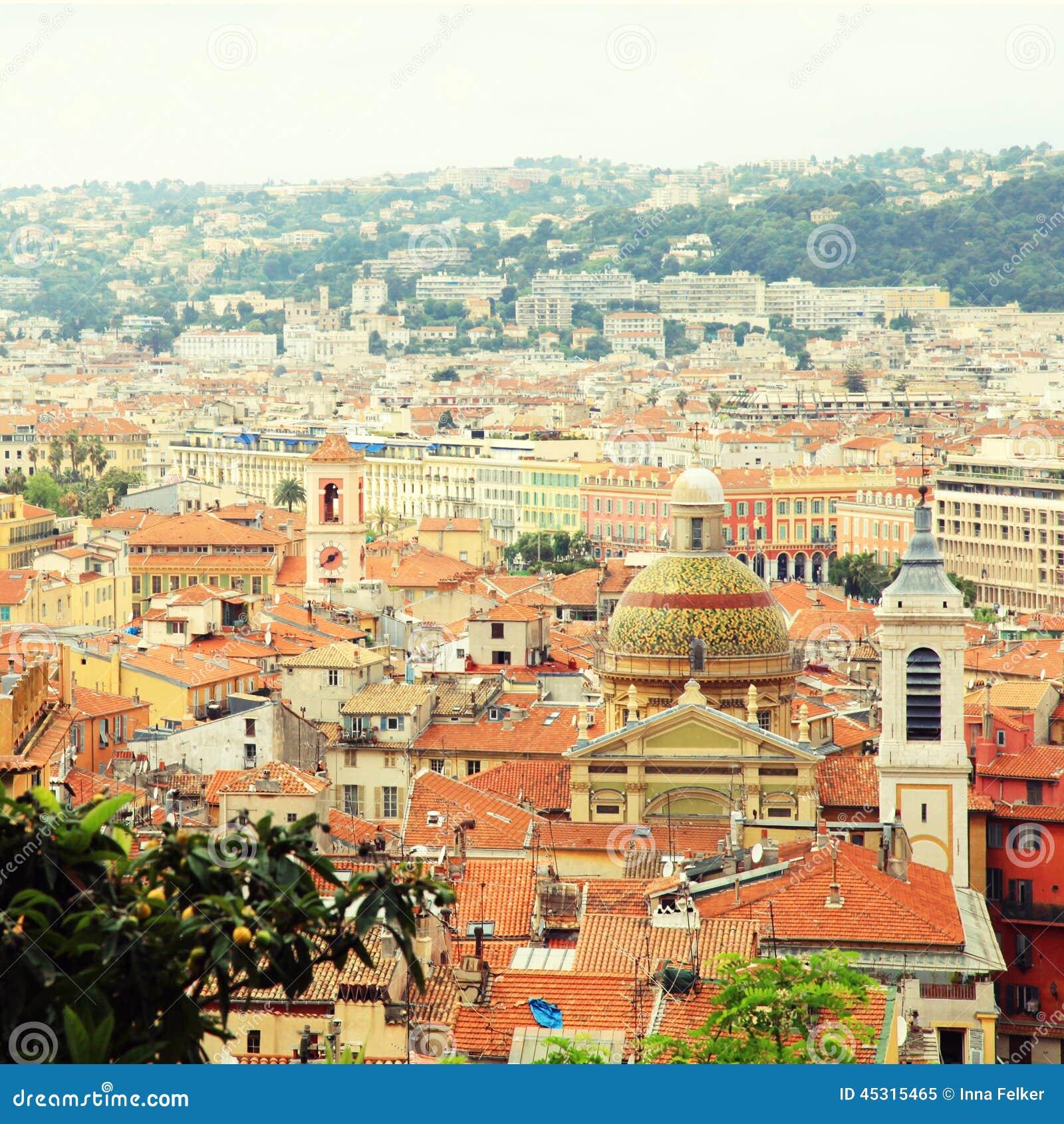 Крыши плитки славного (Франция), осматривают сверху