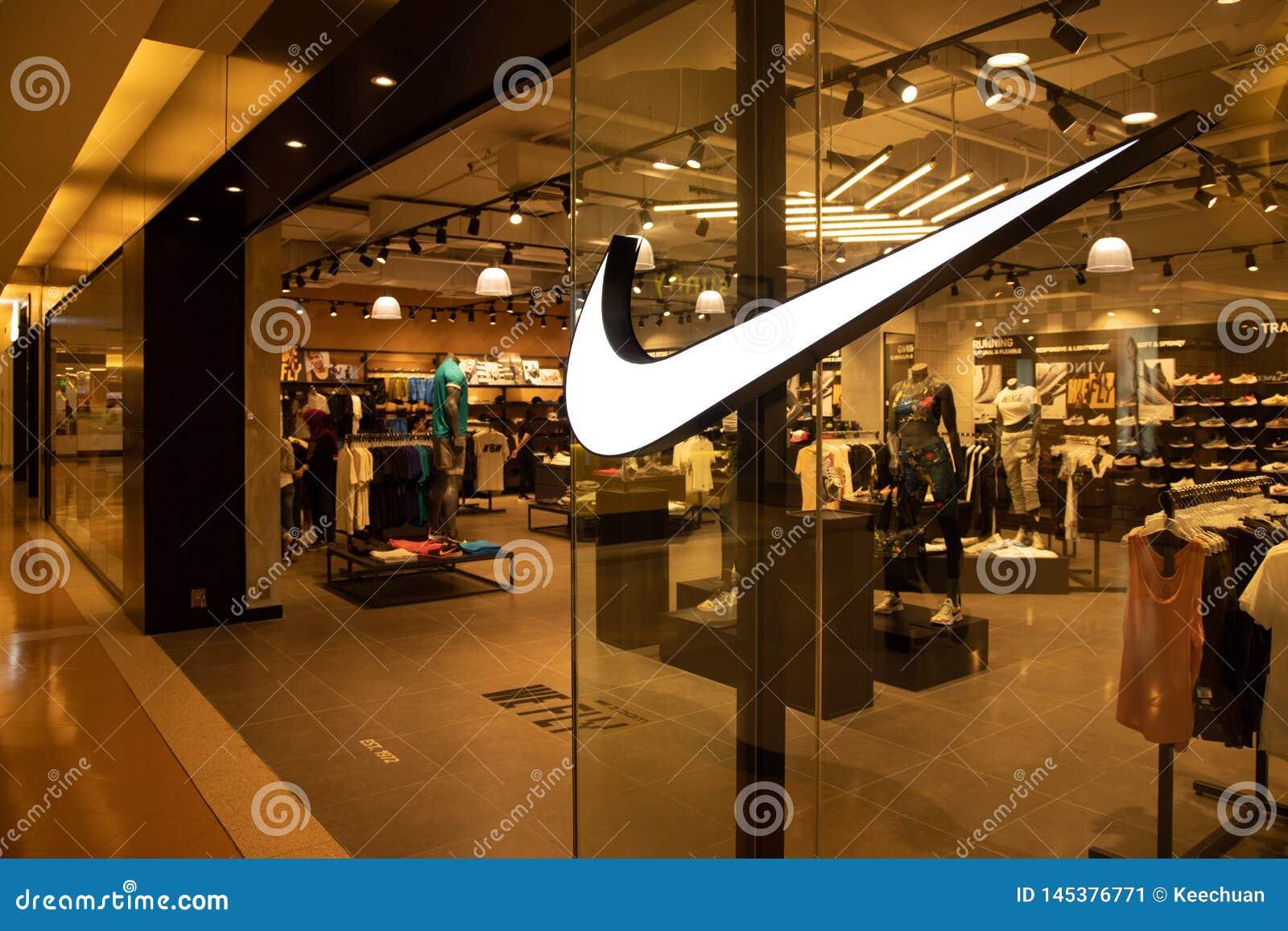 КУАЛА-ЛУМПУР, МАЛАЙЗИЯ, 18-ое апреля 2019: Nike, Inc американская многонациона