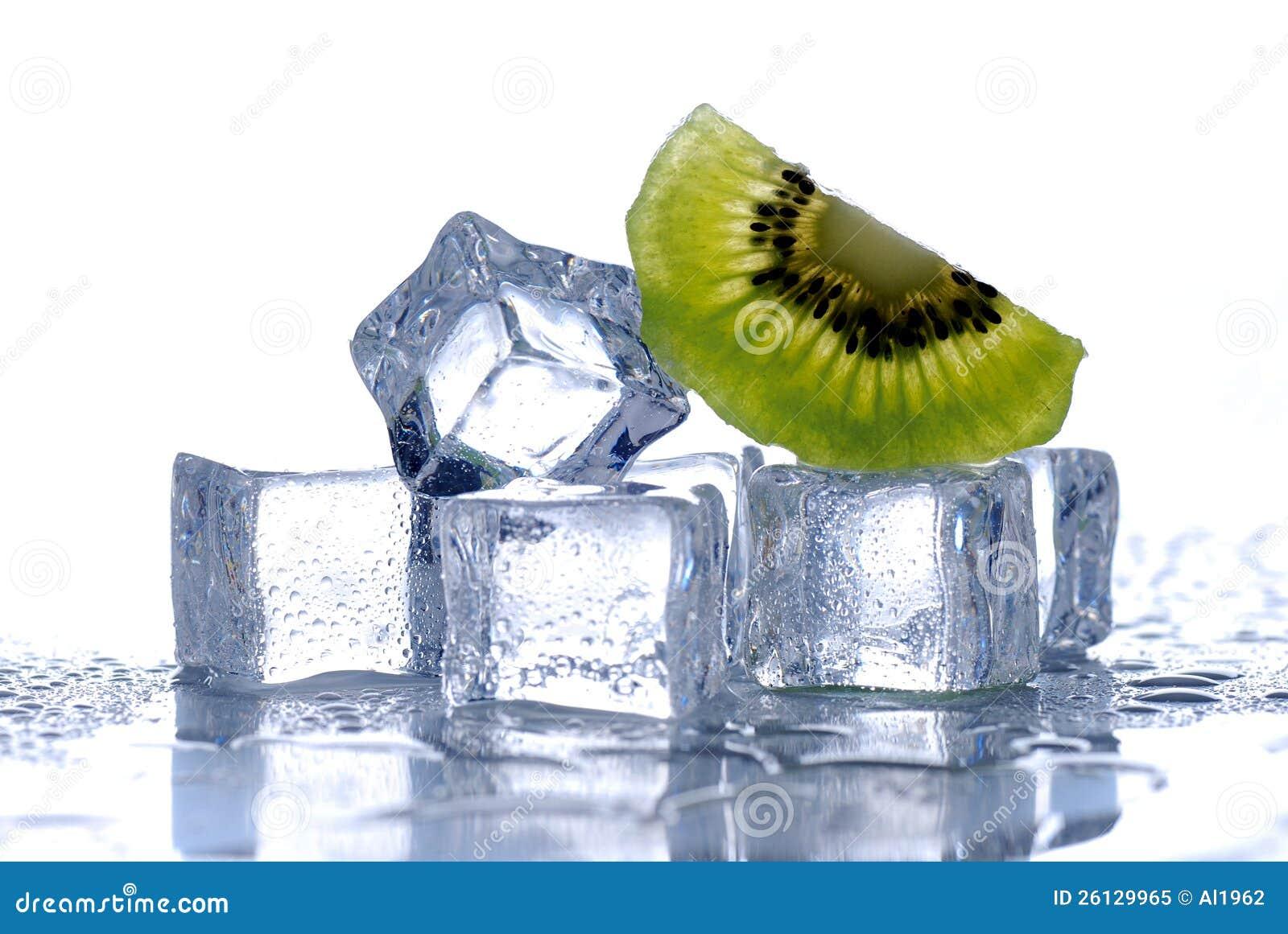 Кубики льда и киви