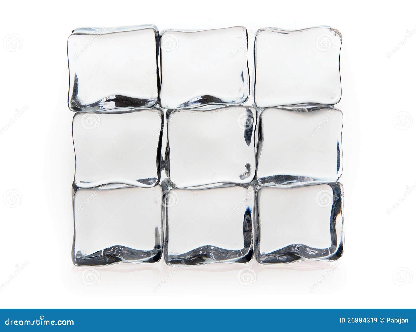 Кубики льда на белизне