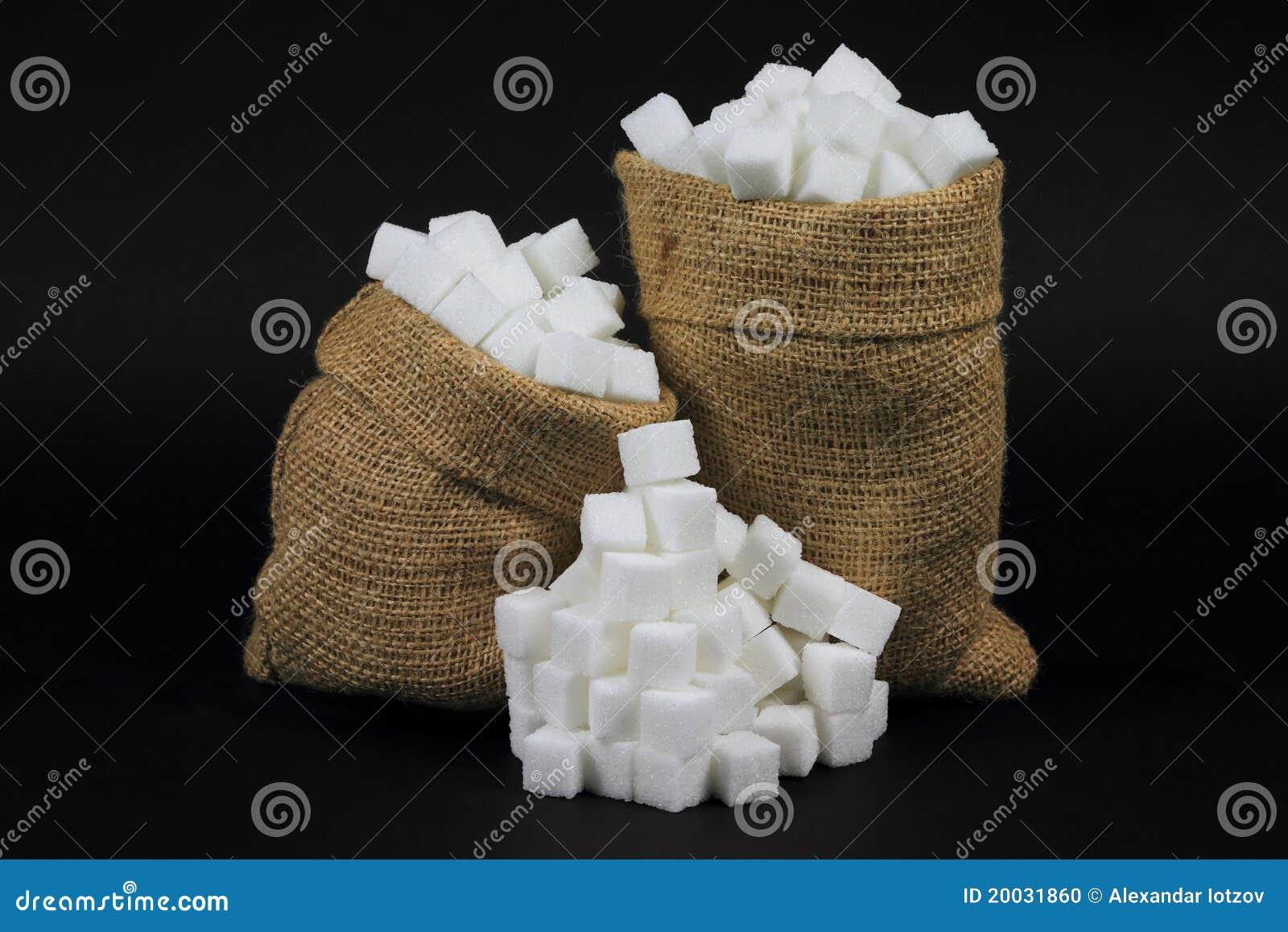 кубики мешковины мешков черные над сахаром