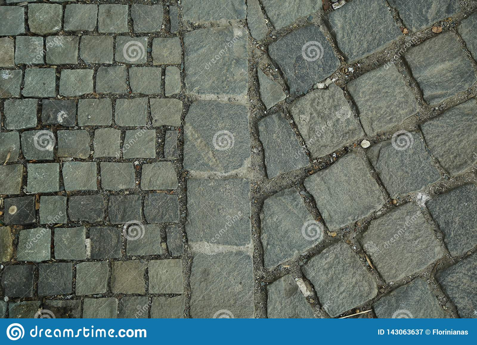Кубический камень, булыжник кроет мостовую черепицей Конспект и декоративный взгляд сверху тротуара