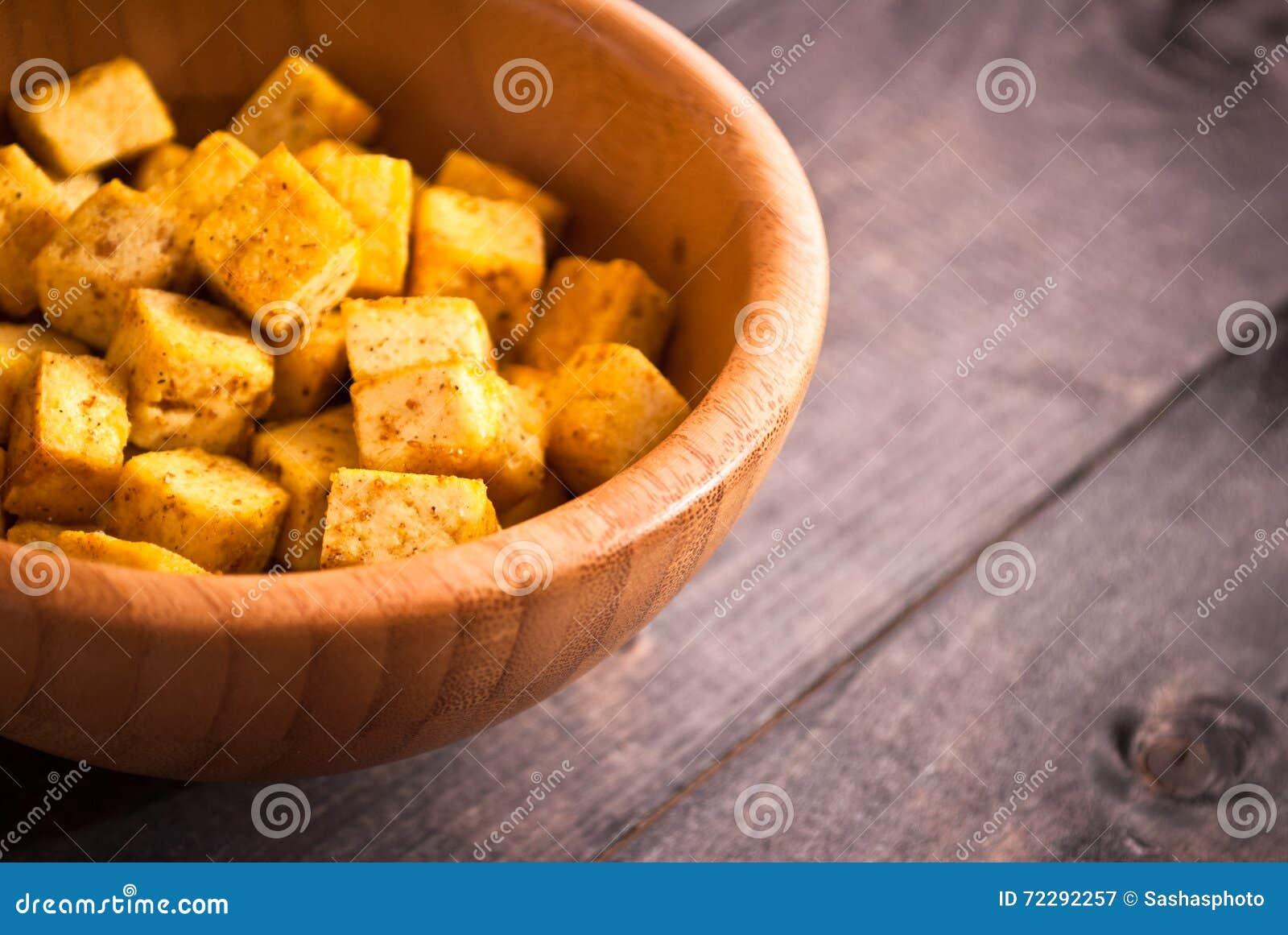 Download Кубы зажаренного тофу стоковое изображение. изображение насчитывающей золотисто - 72292257