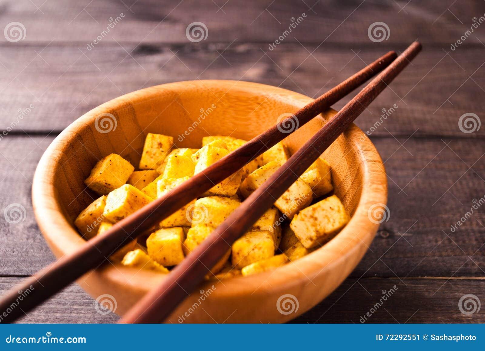 Download Кубы зажаренного тофу стоковое изображение. изображение насчитывающей вкусно - 72292551