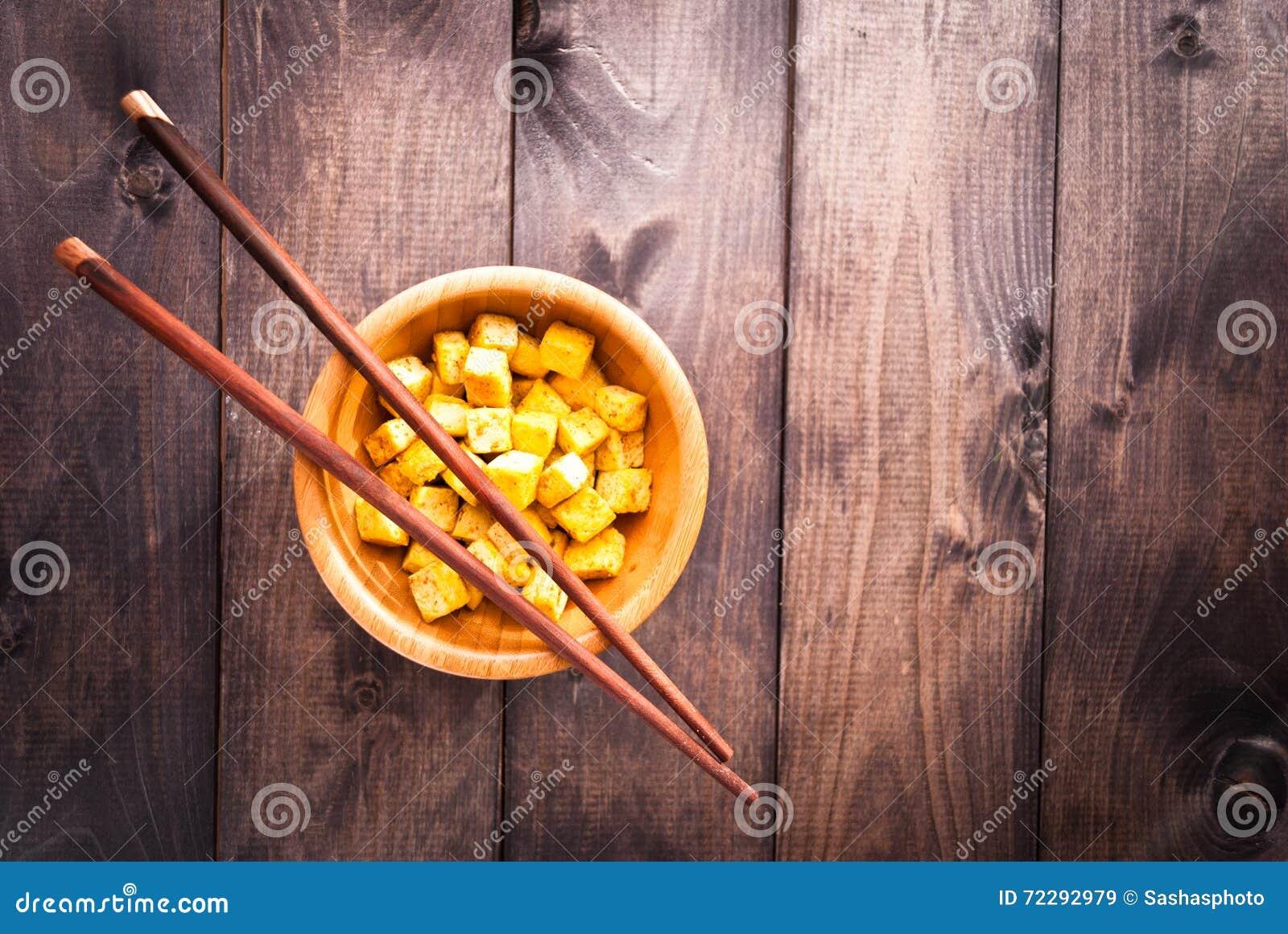 Download Кубы зажаренного тофу стоковое изображение. изображение насчитывающей бежевое - 72292979
