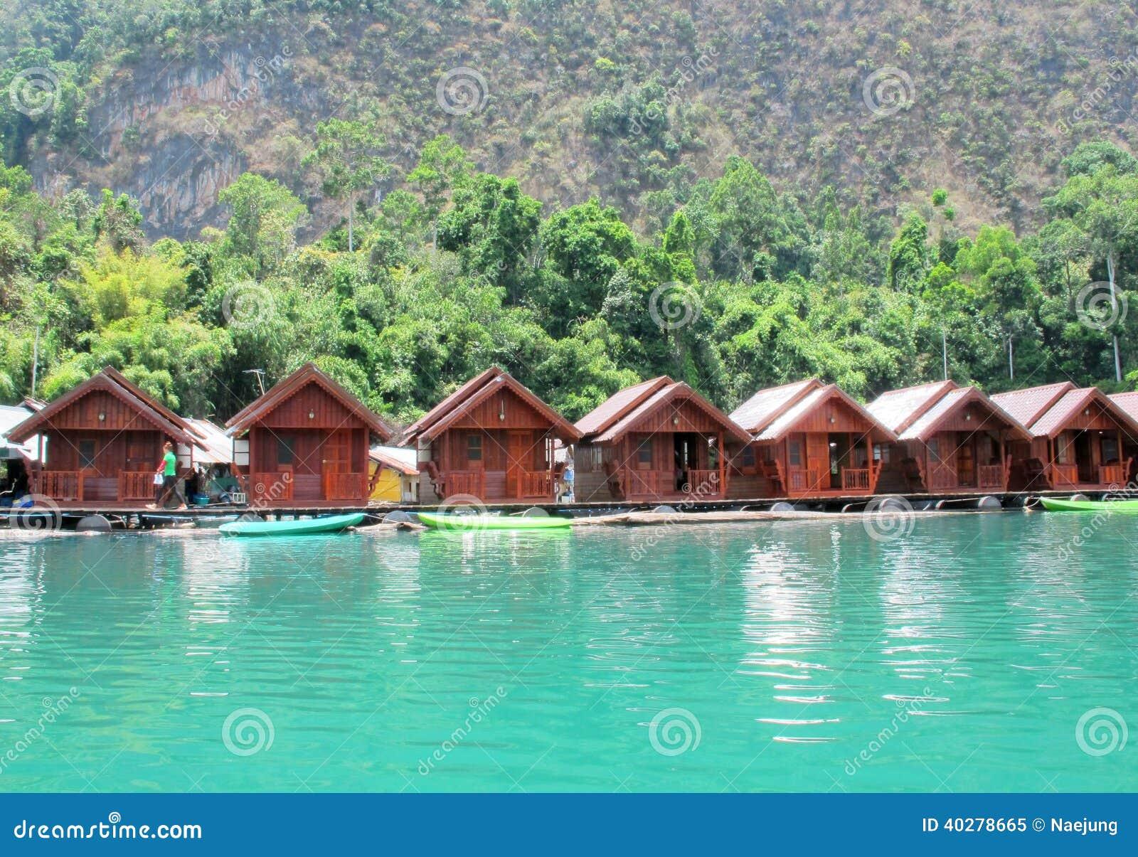 Курорт берега озера