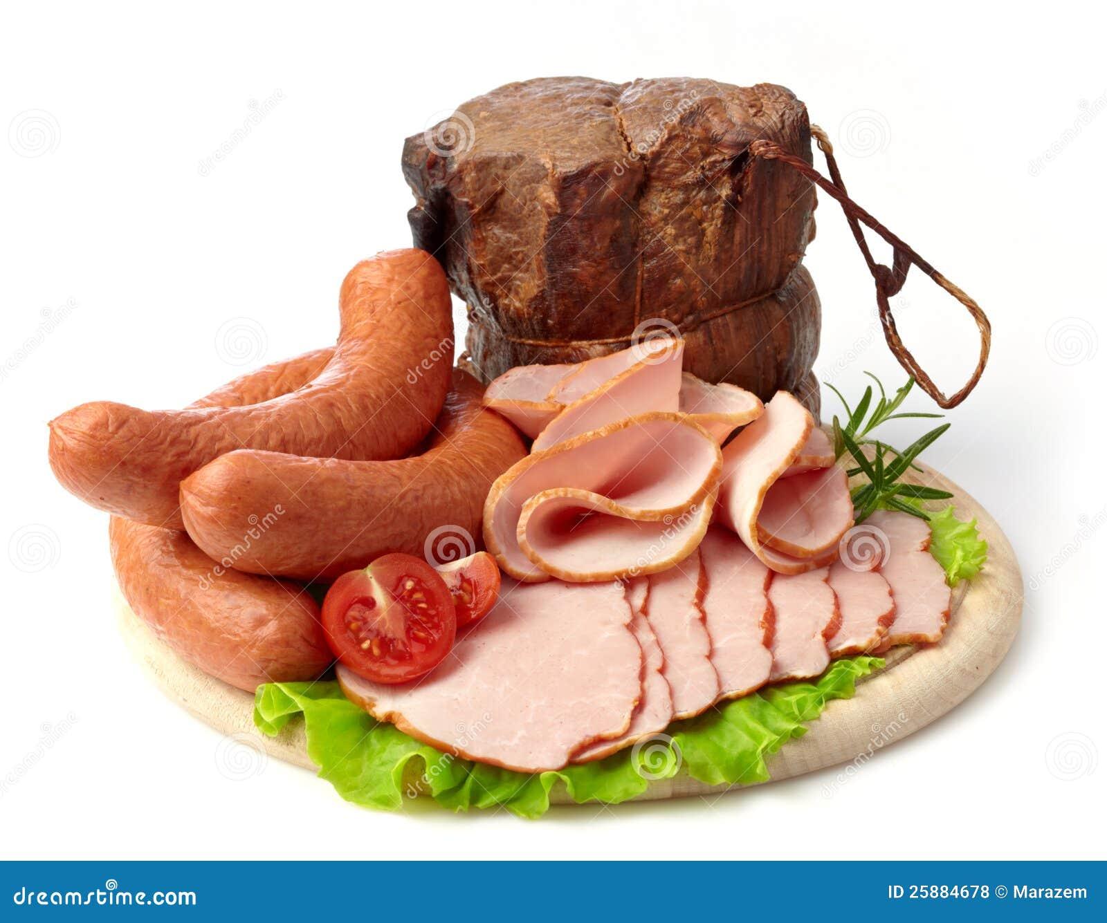 Курят мясо и сосиски