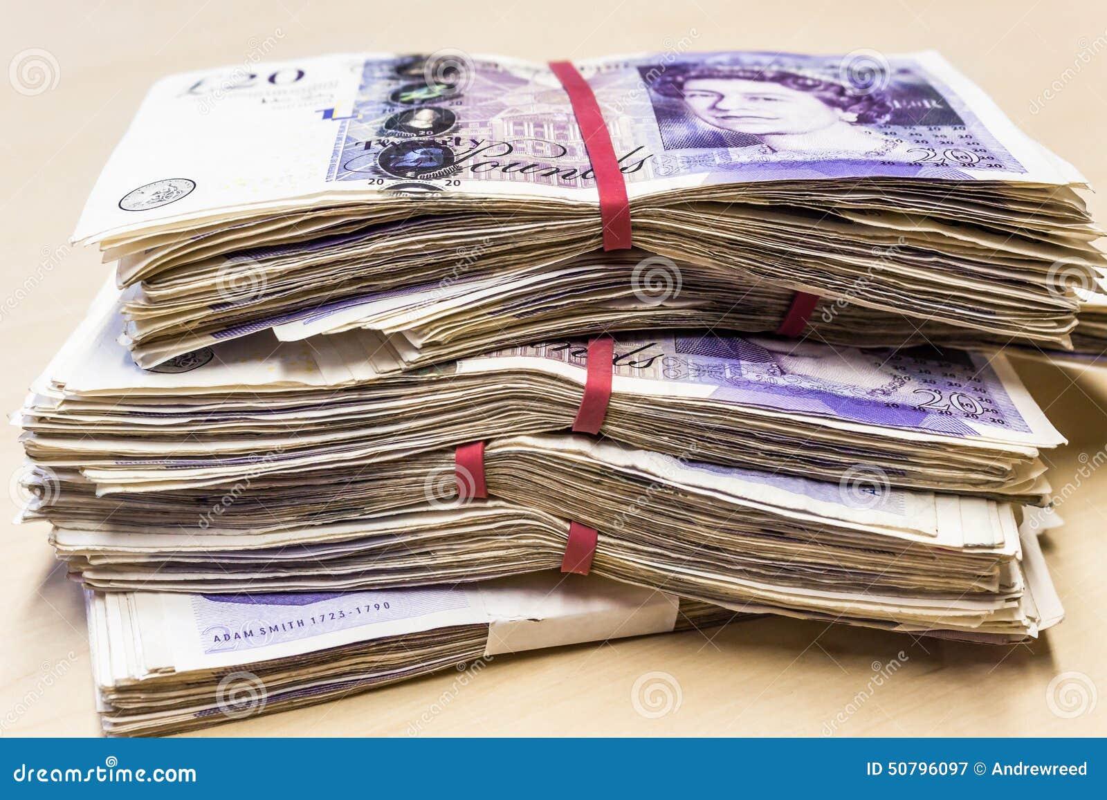 Куча используемой Великобритании примечания 20 фунтов