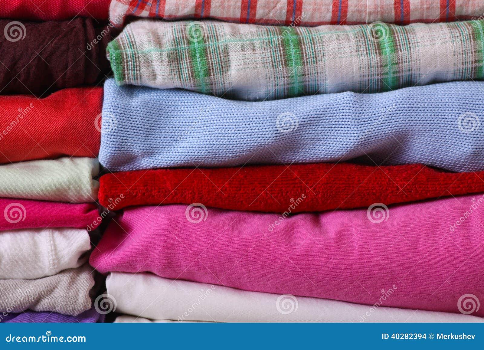 Куча красочных одежд
