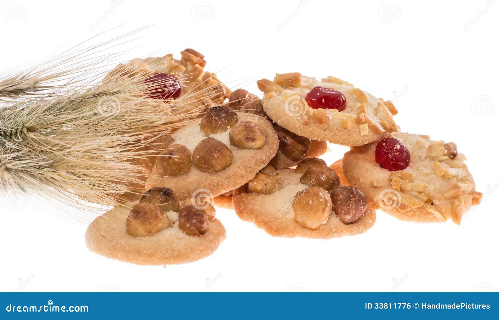 Куча смешанных печений с пшеницей