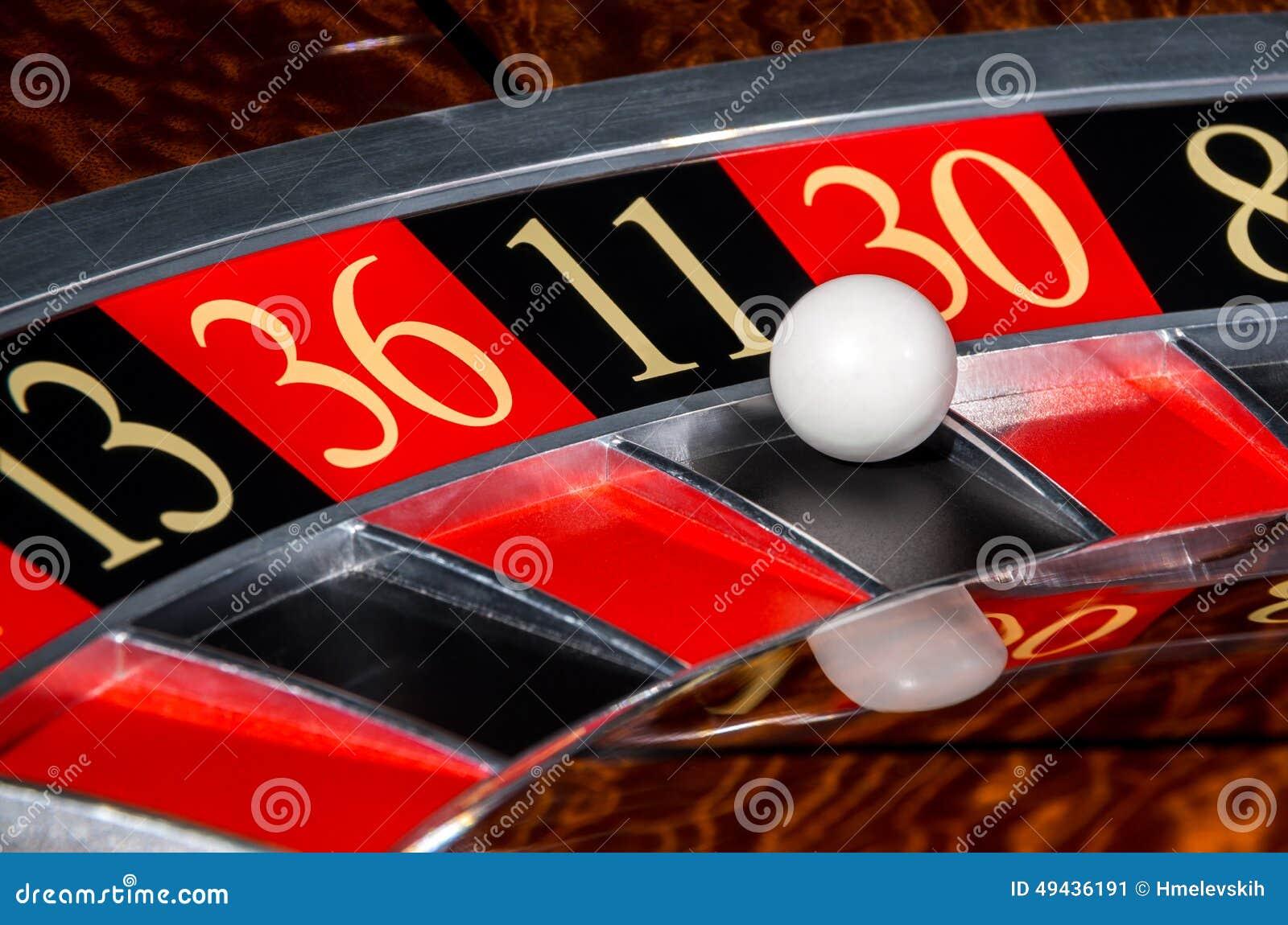 Классическое колесо рулетки казино с черным участком 11 11
