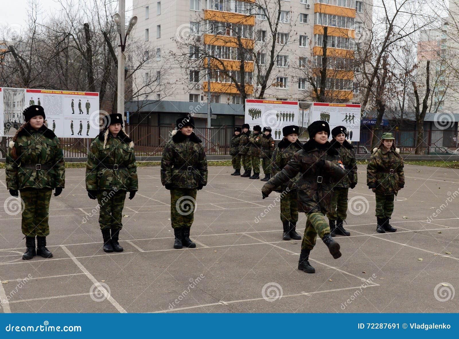 Download Классы внутри сверлят внутри корпус кадетов полиции Редакционное Фото - изображение насчитывающей воинско, безопасность: 72287691