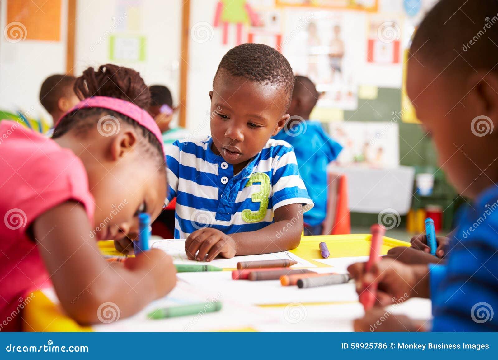 Класс Preschool в южно-африканском посёлке, конце-вверх