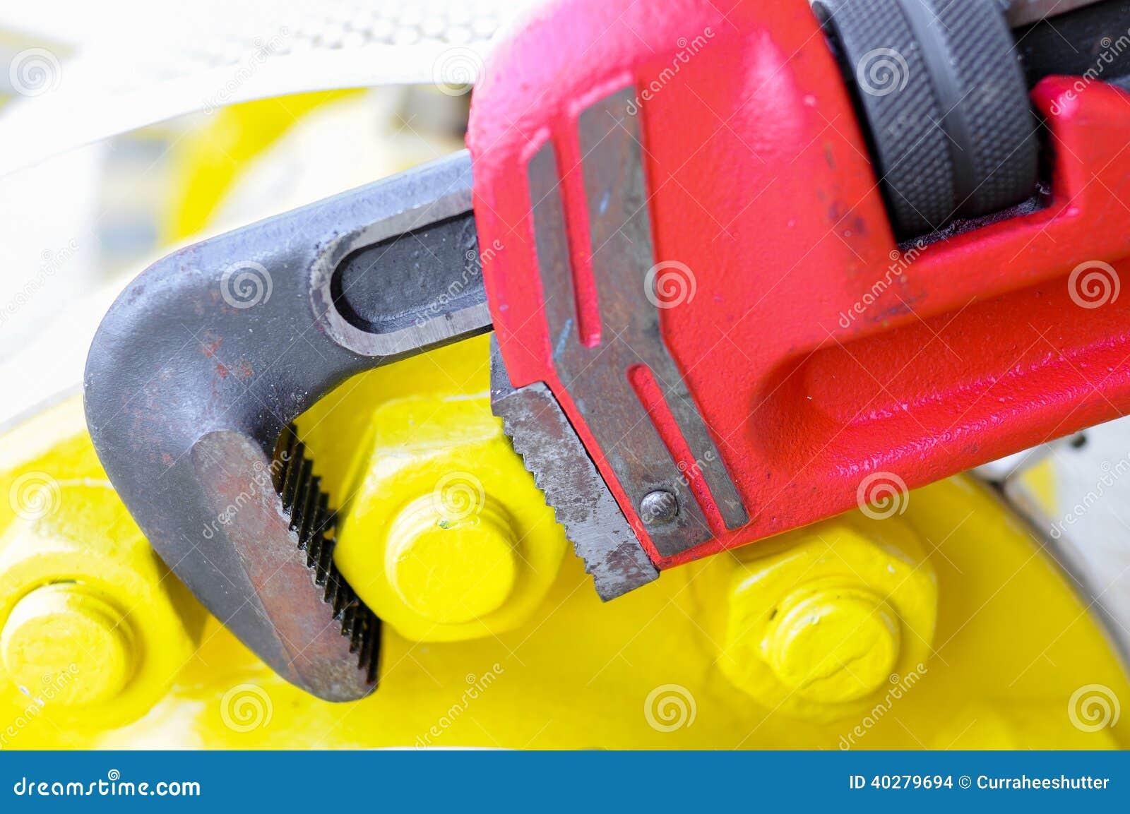 Ключ ключа для труб или плоскогубцев, оборудование инструментов для пользы в тяжелой работе.