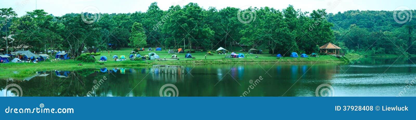 Лагерь в лесе