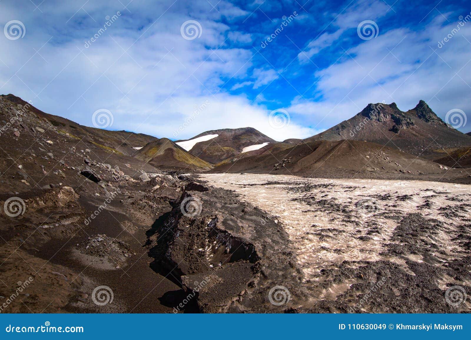 ландшафт вулканический Вулкан Avachinsky - действующий вулкан Камчатского полуострова Россия, Дальний восток