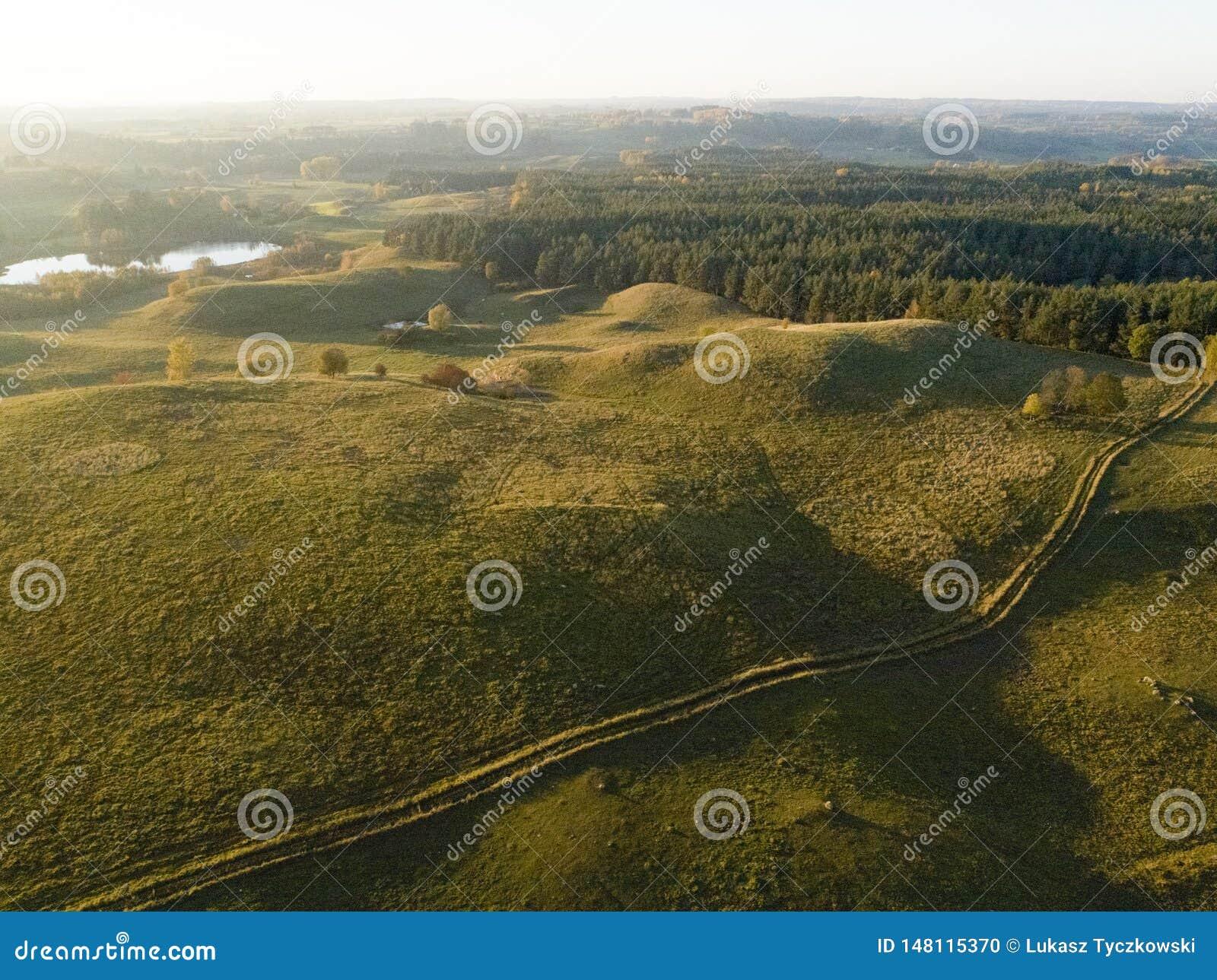 Ландшафт в утре - вид с воздуха Bueatiful