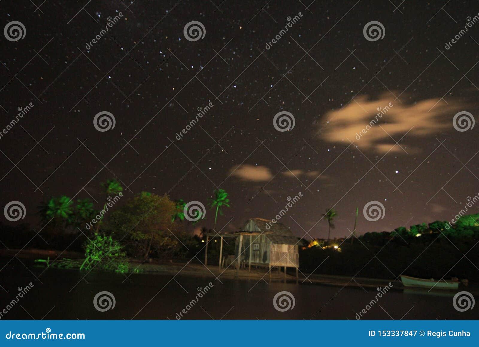 Ландшафт ночи и звезда