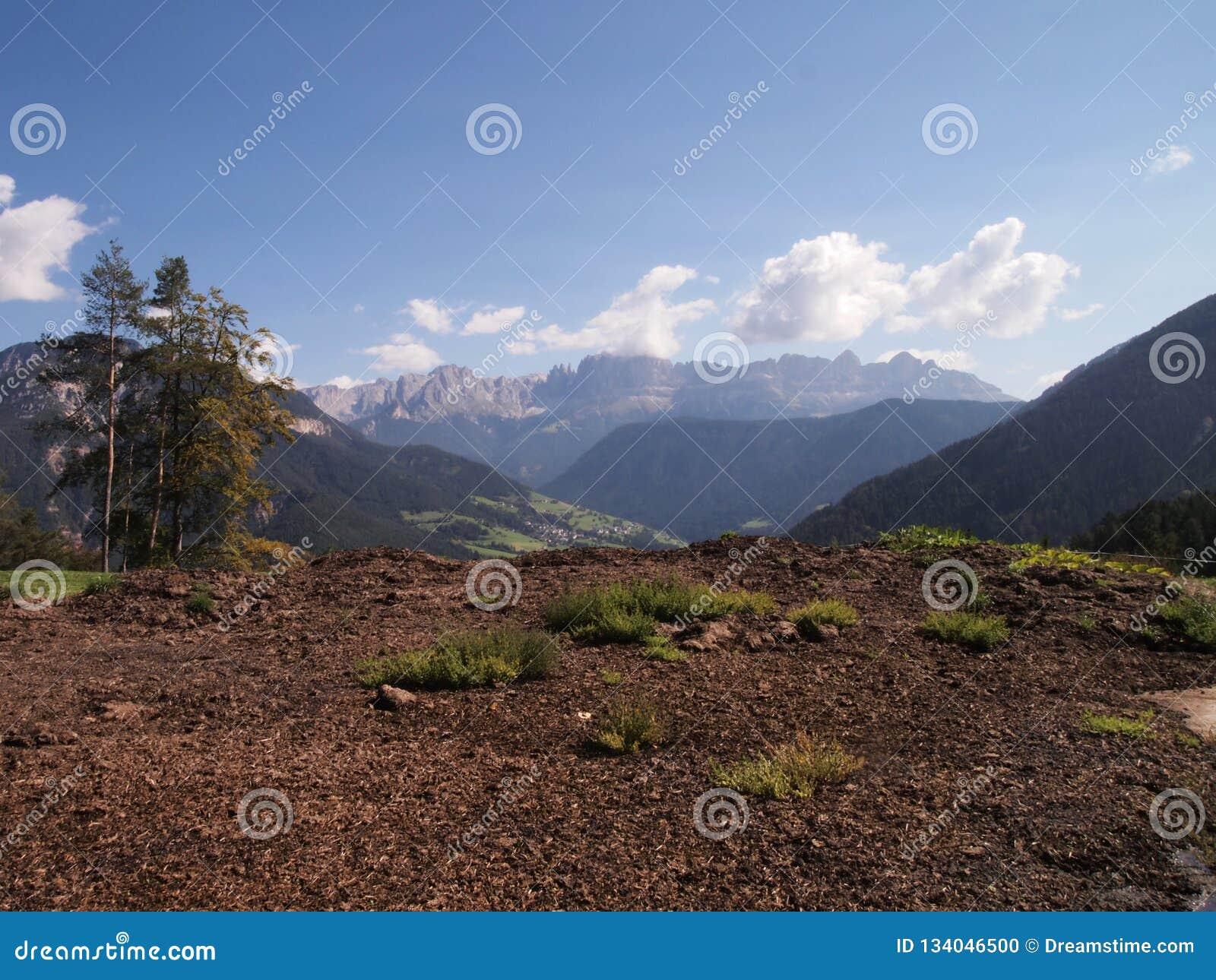Ландшафт сельской местности в доломитах