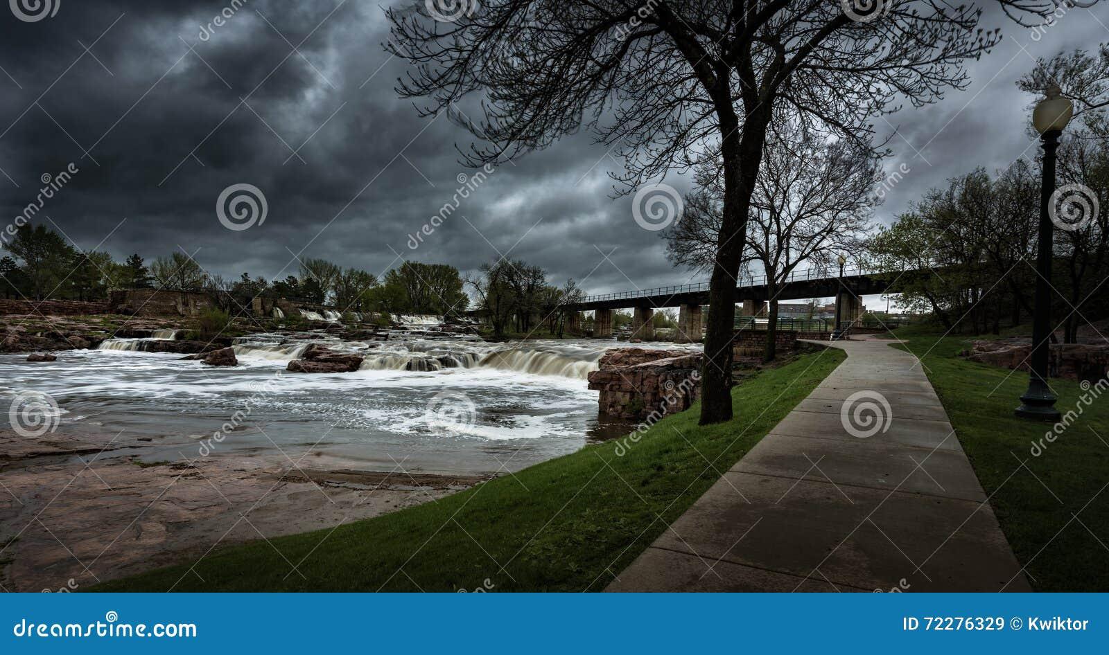 Download Ландшафты Sioux Falls Южной Дакоты Соединенных Штатов Стоковое Изображение - изображение насчитывающей пропускать, стан: 72276329