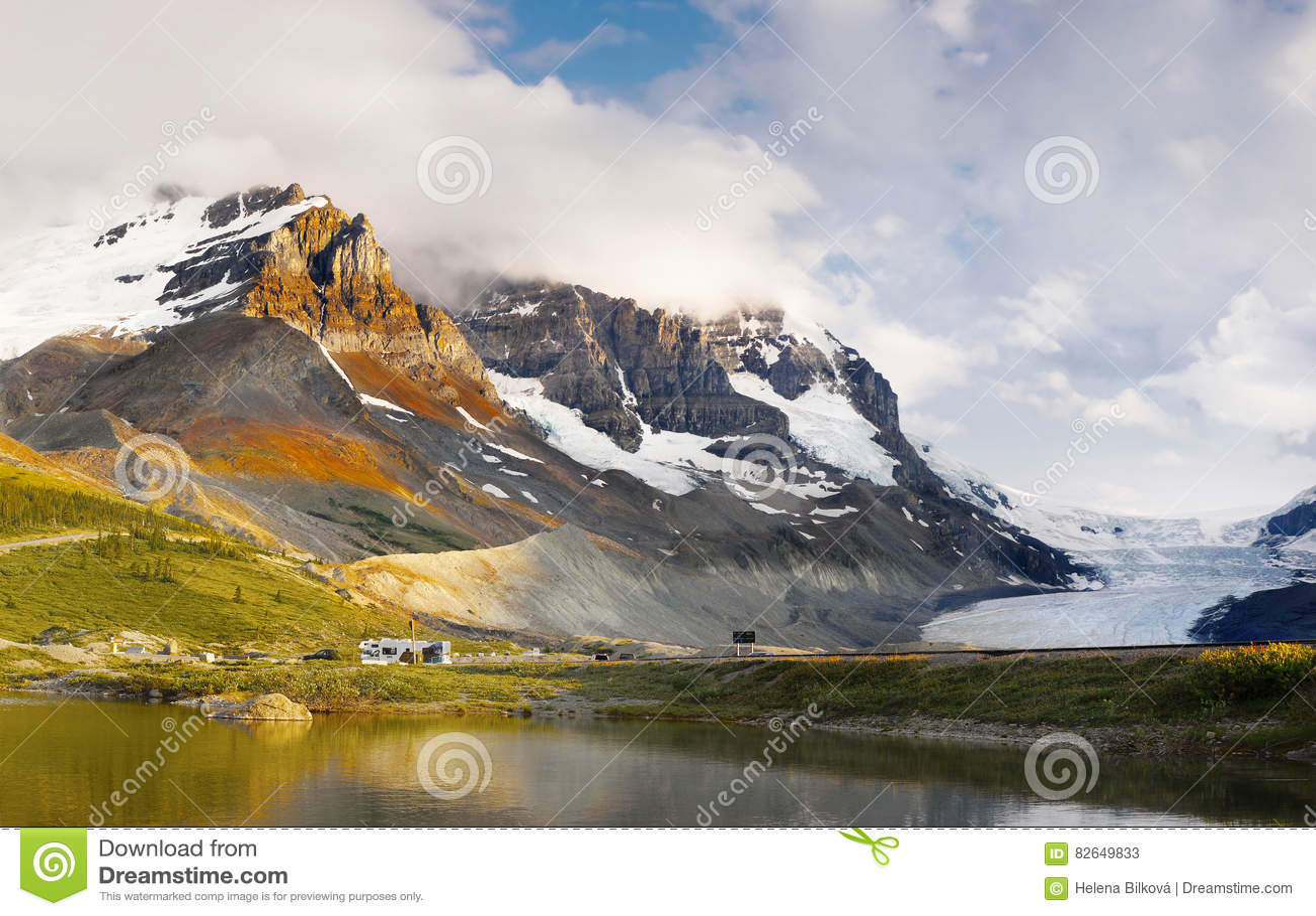 Ландшафт горной цепи, скалистые горы, Канада