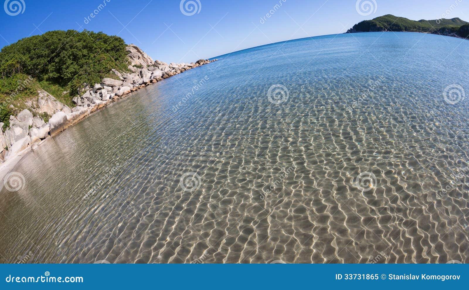 Ландшафт лета утесистого морского побережья