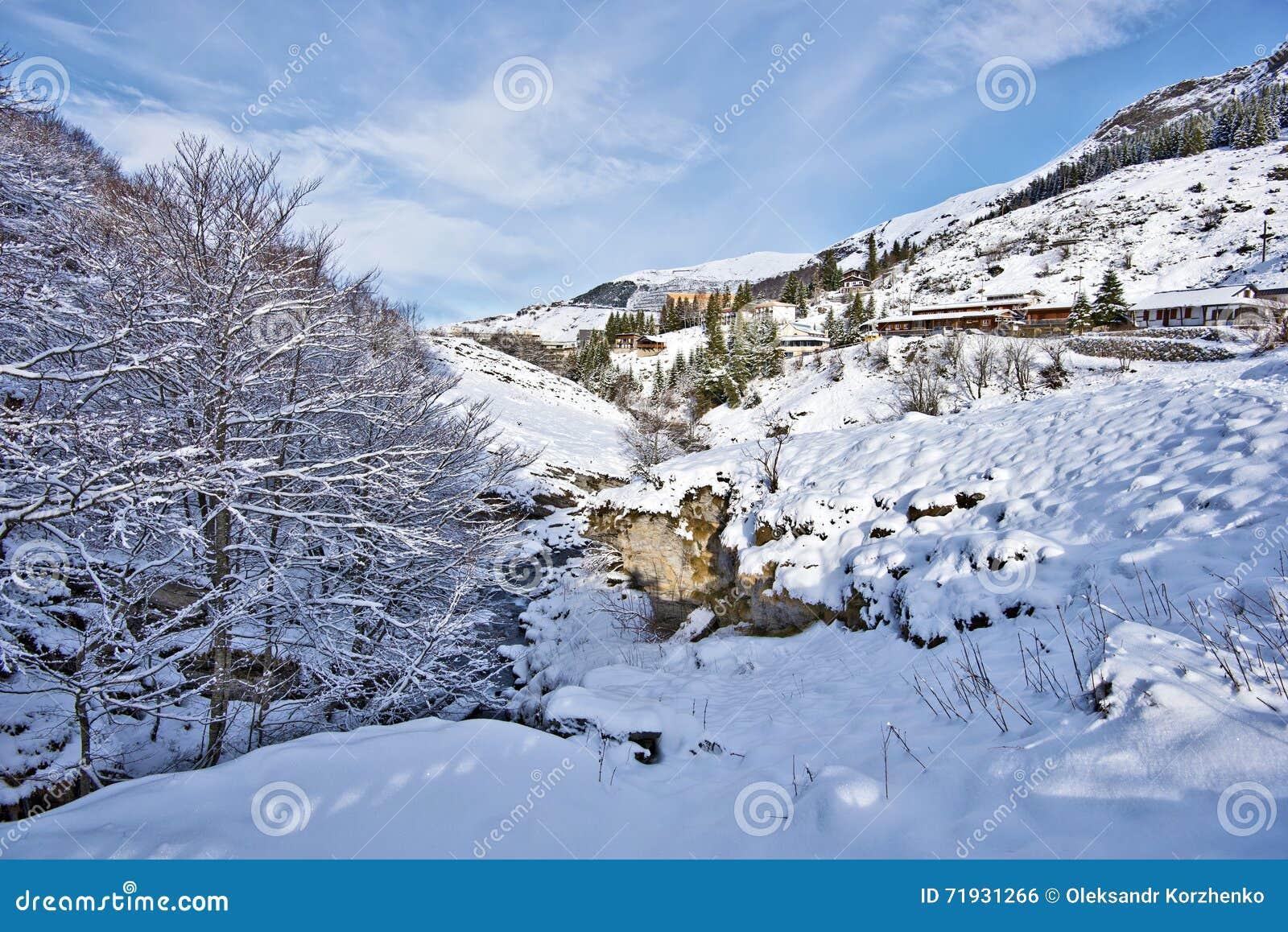 Ландшафт зимы вокруг горного села Gourette