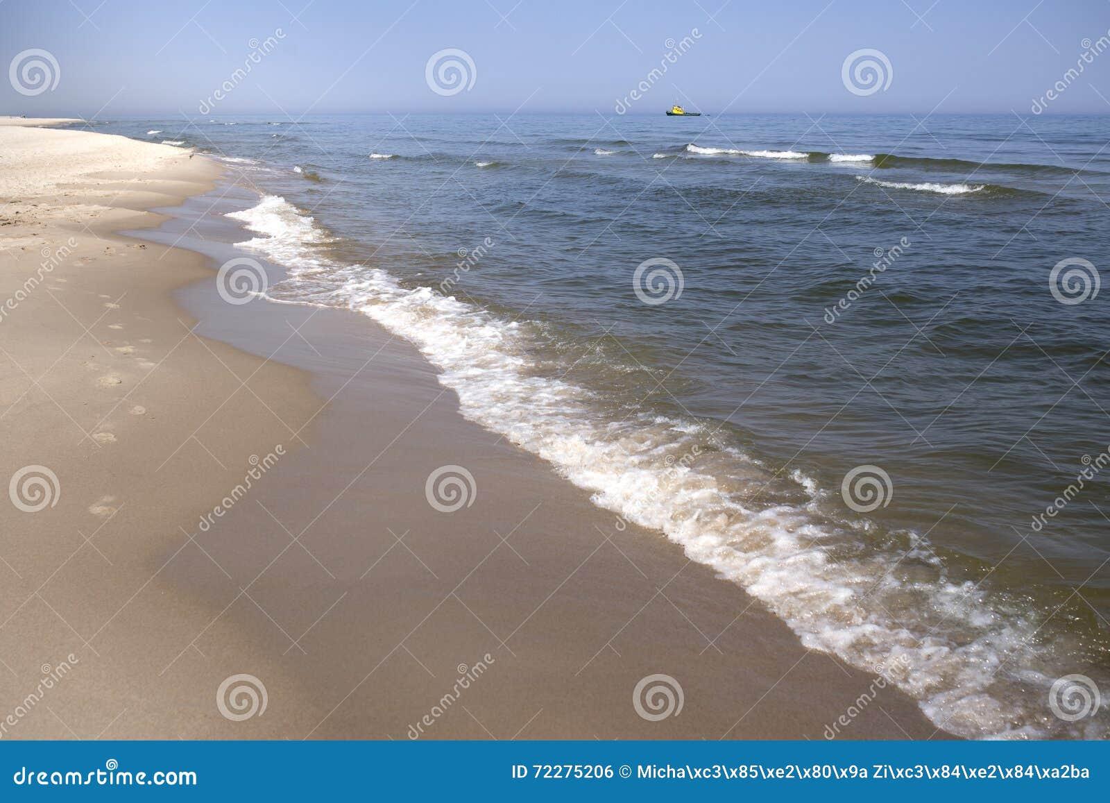 Download Ландшафт моря и пляжа стоковое фото. изображение насчитывающей естественно - 72275206