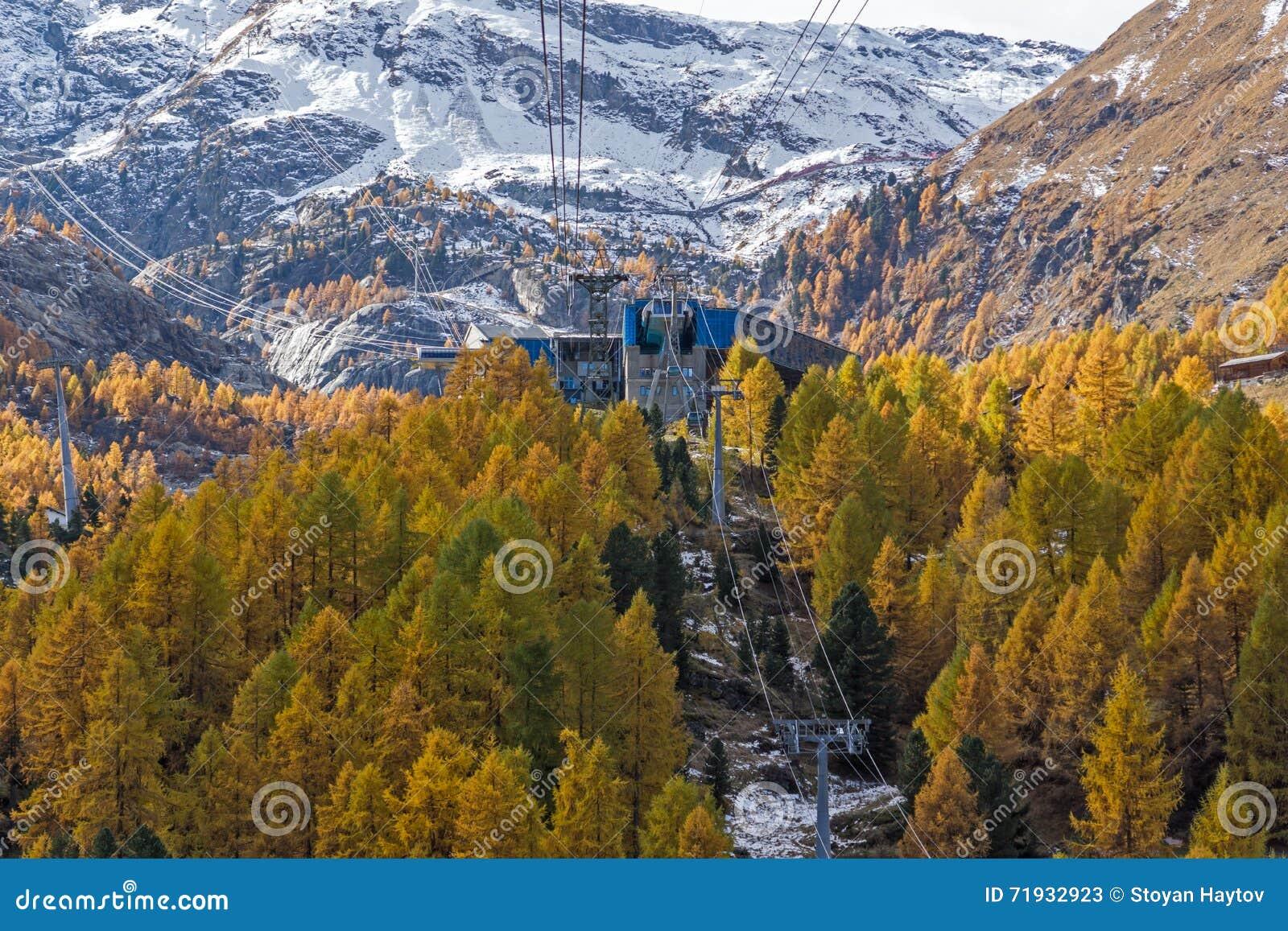 Ландшафт около Zermatt, кантон осени Вале, Швейцарии