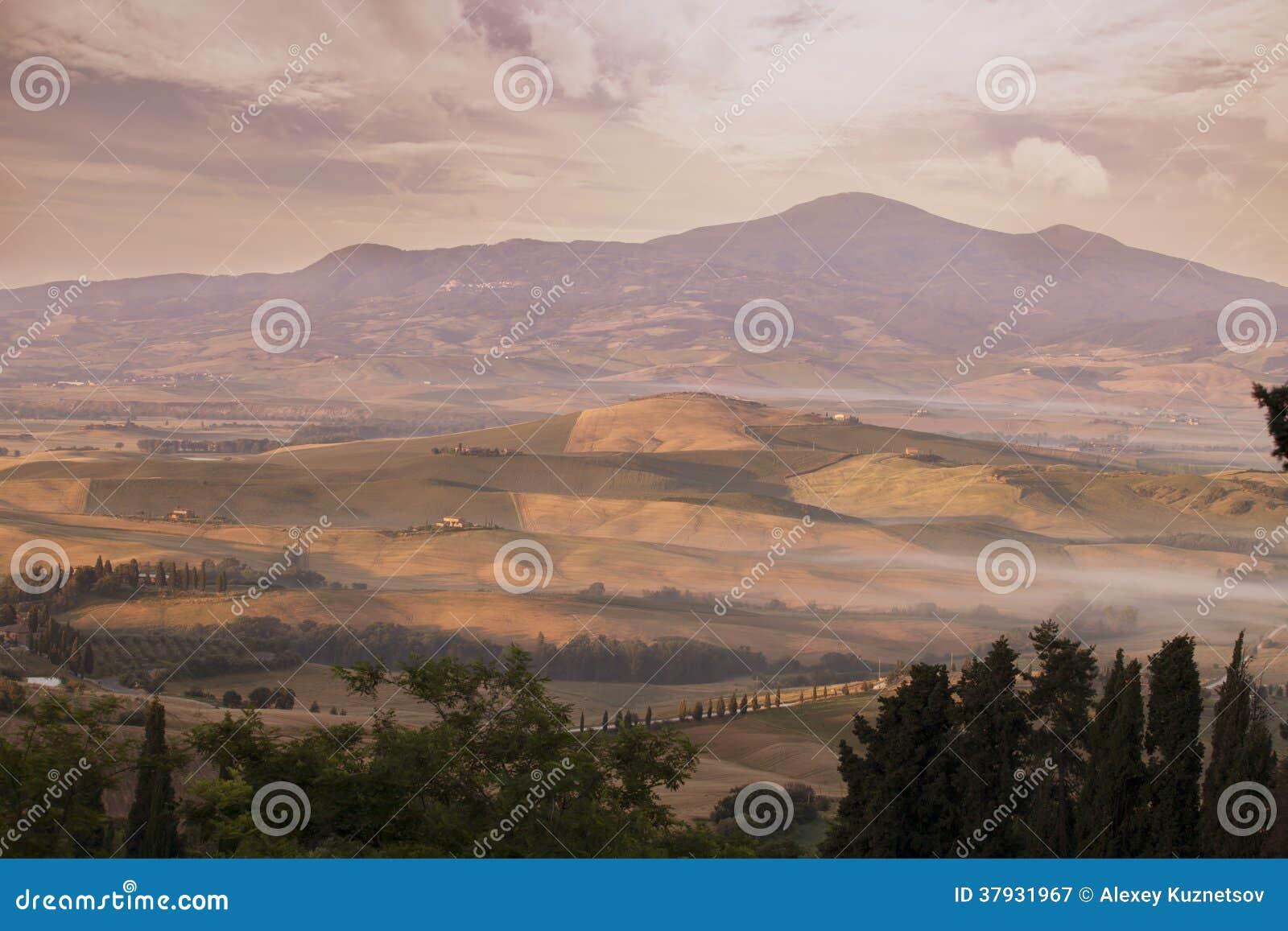 Ландшафт Тосканы на рано утром