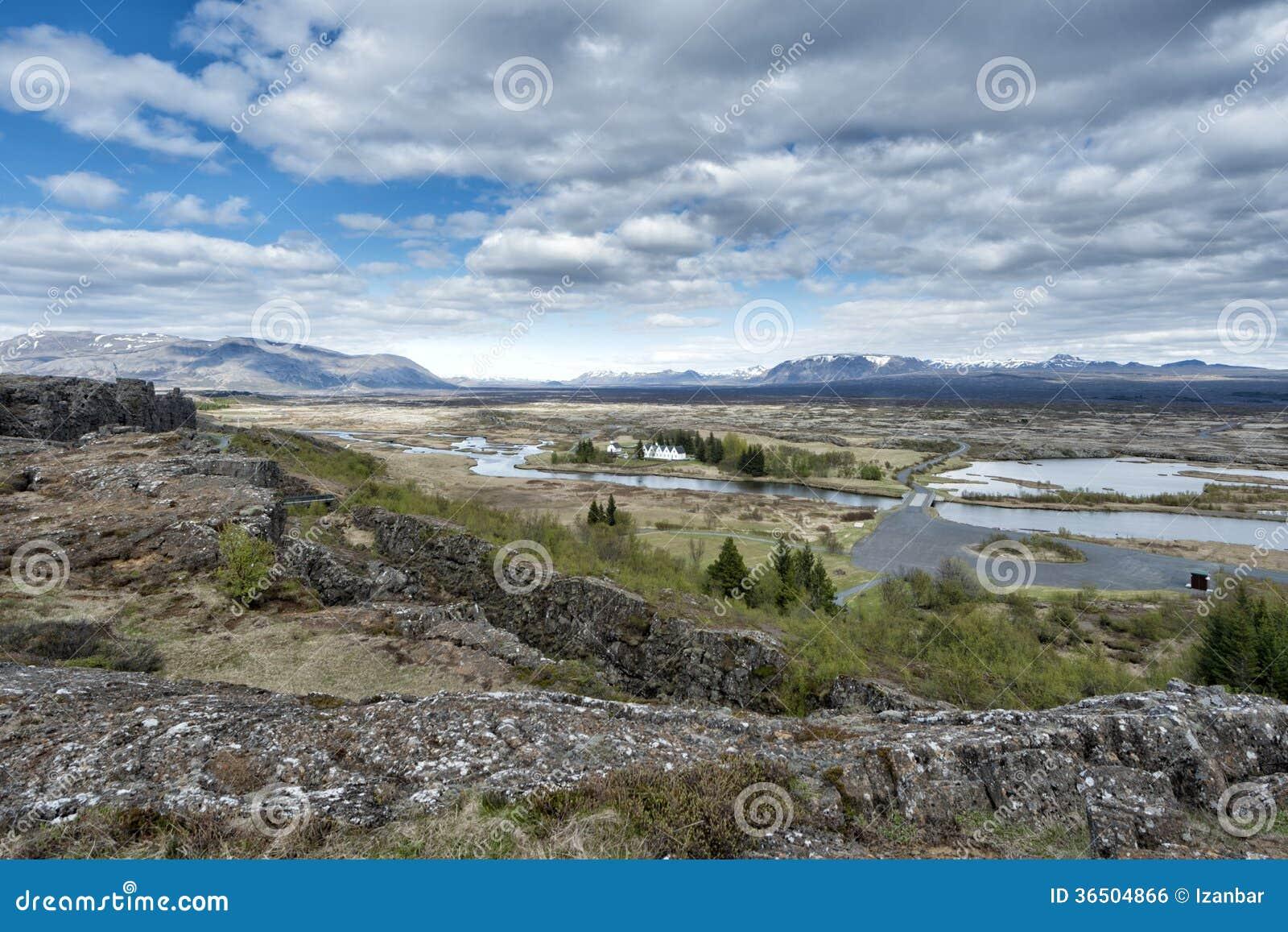 Ландшафт трещиноватости земли Pingvellir Исландии
